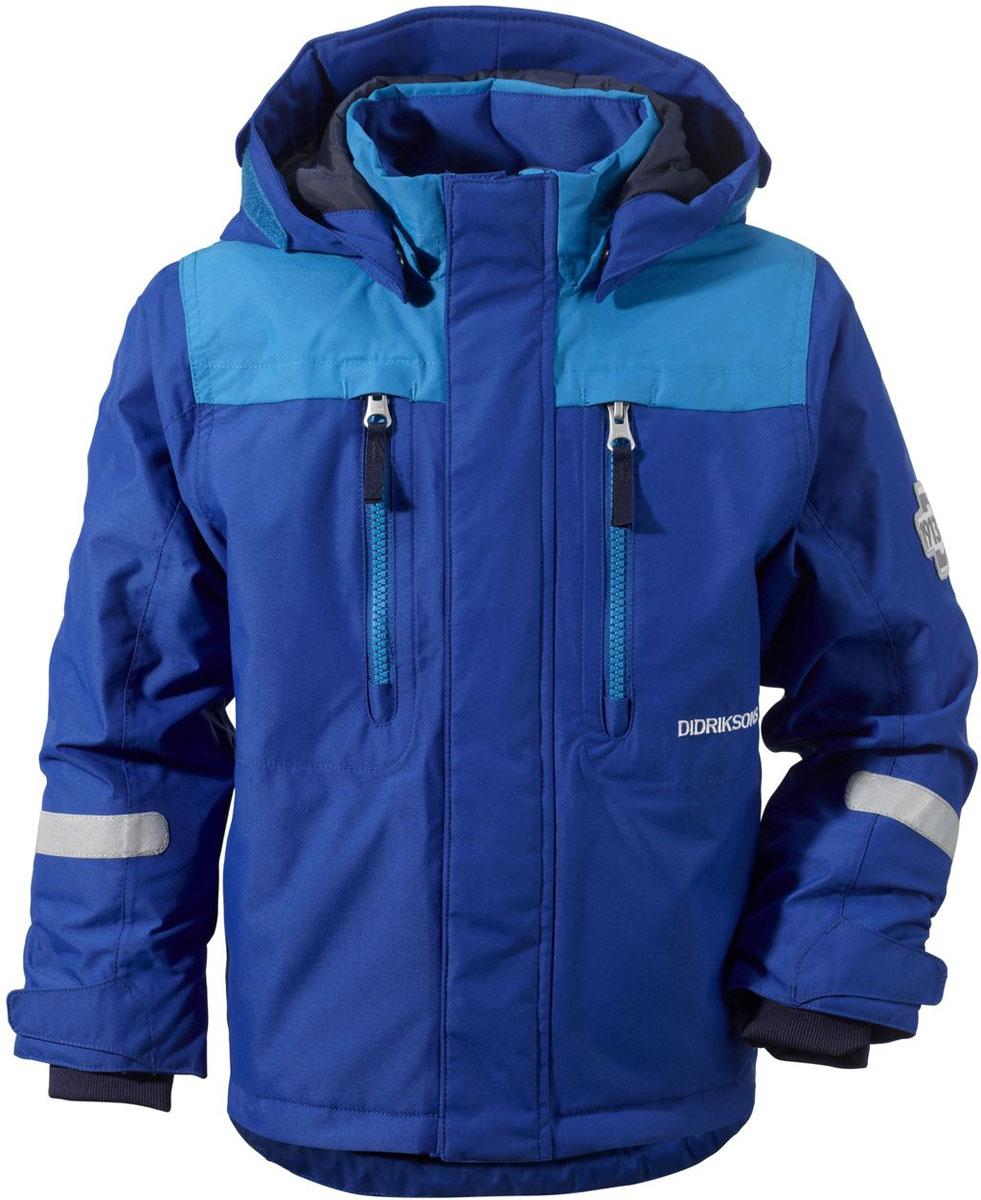 Куртка детская Didriksons1913 Hamres, цвет: синий. 501060_435. Размер 90501060_435Яркая детская куртка Didriksons1913 Hamres идеально подойдет для ребенка в прохладное время года. Куртка выполнена из непромокаемой и непродуваемой мембранной ткани. Наполнитель из синтепона надежно сохранит тепло.Куртка с воротником-стойкой и съемным капюшоном на кнопках застегивается на удобную застежку-молнию спереди и имеет ветрозащитный клапан на липучках и кнопках, объем капюшона регулируется при помощи хлястика на липучках. Рукава оснащены внутренними трикотажными манжетами с петлями для варежек, а также хлястиками на липучках. Низ модели дополнен шнурком-кулиской со стоппером. Спереди расположены два втачных кармана на застежках-молниях. Куртка дополнена светоотражающими полосками на рукавах, спинке и капюшоне. Рассчитана на температуру от -5°С до -20°С (при соблюдении принципа многослойности).Модель растет вместе с ребенком: уникальный крой изделия позволяет при необходимости увеличить длину рукавов на один размер, распустив специальный внутренний шов.В такой куртке ваш ребенок будет чувствовать себя комфортно, уютно и всегда будет в центре внимания!