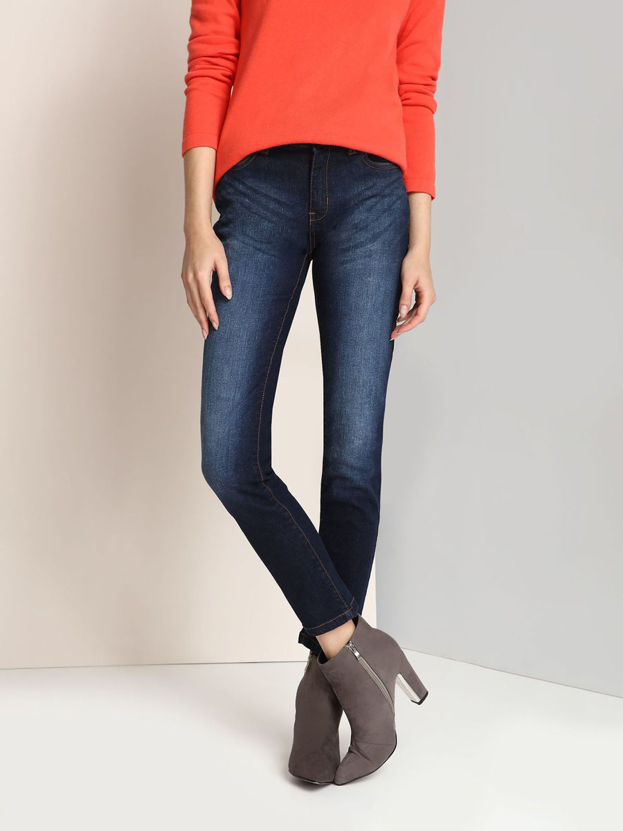 Джинсы женские Top Secret, цвет: синий. SSP2332NI. Размер 40 (46)SSP2332NIЖенские джинсы Top Secret изготовлены из хлопка с добавлением эластана. Модель-скинни застегивается на пуговицу и имеет ширинку на застежке-молнии. Спереди расположены два втачных кармана и один маленький накладной, сзади - два накладных кармана. Изделие оформлено эффектом потертости.