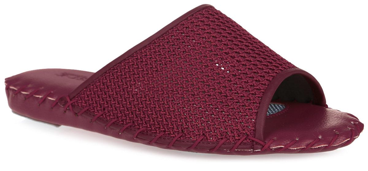 Тапки женские Pansy, цвет: темно-красный. 9318. Размер M (37)9318_RedДомашняя обувьот Pansy - стандарт технологий комфорта из Японии: Mould - тапки Pansy проектируется и изготавливается по технологии современной модельной обуви: многослойная подошва и обувные материалы, обеспечивают функциональность модельной обуви при весе одного тапка от 100 до max 150 г .3 Point - японская ортопедическая подошва снижает нагрузку на основные опорные точки, уменьшает разогрев стопы и поддерживает ее в оптимальном положении.Aerolite - технология фирмы Teijin Cordley Ltd. по изготовлению искусственной кожи с заранее заданными свойствами. Волокна аэрокапсульного волокна с включениями пузырьков воздуха выращивают с параметрами превышающие характеристики натуральной кожи по массе, гигроскопичности и износостойкости.Cool Max - сетка, используемая для быстрого отвода и испарения влаги, снижения температуры на особо нагруженных поверхностях по патенту фирмы Toray Inc.Zeomix - глубокая антибактериальная обработка ионами серебра по технологии Asahi Karuray на все время эксплуатации.Biosil - пропитка деодорантом Dow Jones Corning длительного действия эффективно нейтрализует запахи.Super Fine - грязеотталкивающее покрытие, обеспечивающее легкое удаление загрязнений влажной салфеткой.Функцию антискольжения - выполняют специальные нашивки на подошве.Тепло человеческих рук - используется при ручном соединении верхней стельки к подошве с помощью традиционной скорняжной техники.