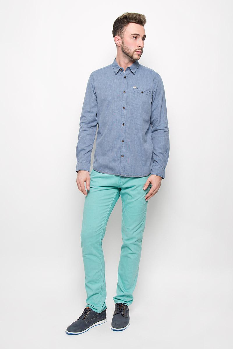 Рубашка мужская Tom Tailor, цвет: сине-серый. 2032236.00.10_6960. Размер S (46)2032236.00.10_6960Стильная мужская рубашка Tom Tailor, изготовленная из натурального хлопка, необычайно мягкая и приятная на ощупь, не сковывает движения и позволяет коже дышать, не раздражает даже самую нежную и чувствительную кожу, обеспечивая наибольший комфорт.Модная рубашка с длинными рукавами и отложным воротником застегивается на пуговицы. Рукава дополнены манжетами на пуговицах. На груди модель оформлена врезным карманом на пуговице.Эта рубашка - идеальный вариант для повседневного гардероба. Такая модель порадует настоящих ценителей комфорта и практичности!
