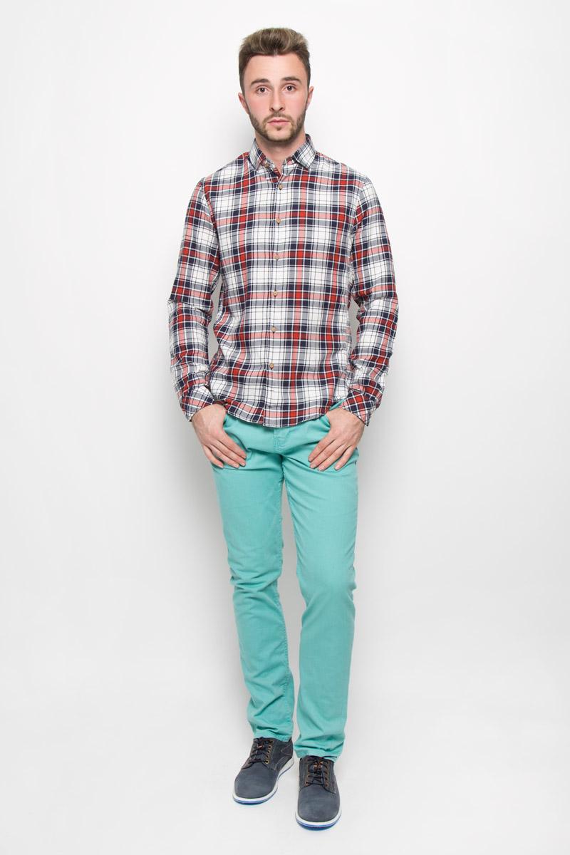 Рубашка мужская Tom Tailor Denim, цвет: темно-синий, белый, красный. 2032409.00.12_4681. Размер XL (52)2032409.00.12_4681Мужская рубашка Tom Tailor Denim выполнена из натурального хлопка. Материал изделия легкий, тактильно приятный, не сковывает движения и хорошо пропускает воздух.Приталенная рубашка с отложным воротником и длинными рукавами застегивается спереди на пуговицы по всей длине. На манжетах также предусмотрены застежки-пуговицы. Оформлена модель принтом в клетку.Такая рубашка будет дарить вам комфорт в течение всего дня и станет стильным дополнением к вашему гардеробу.