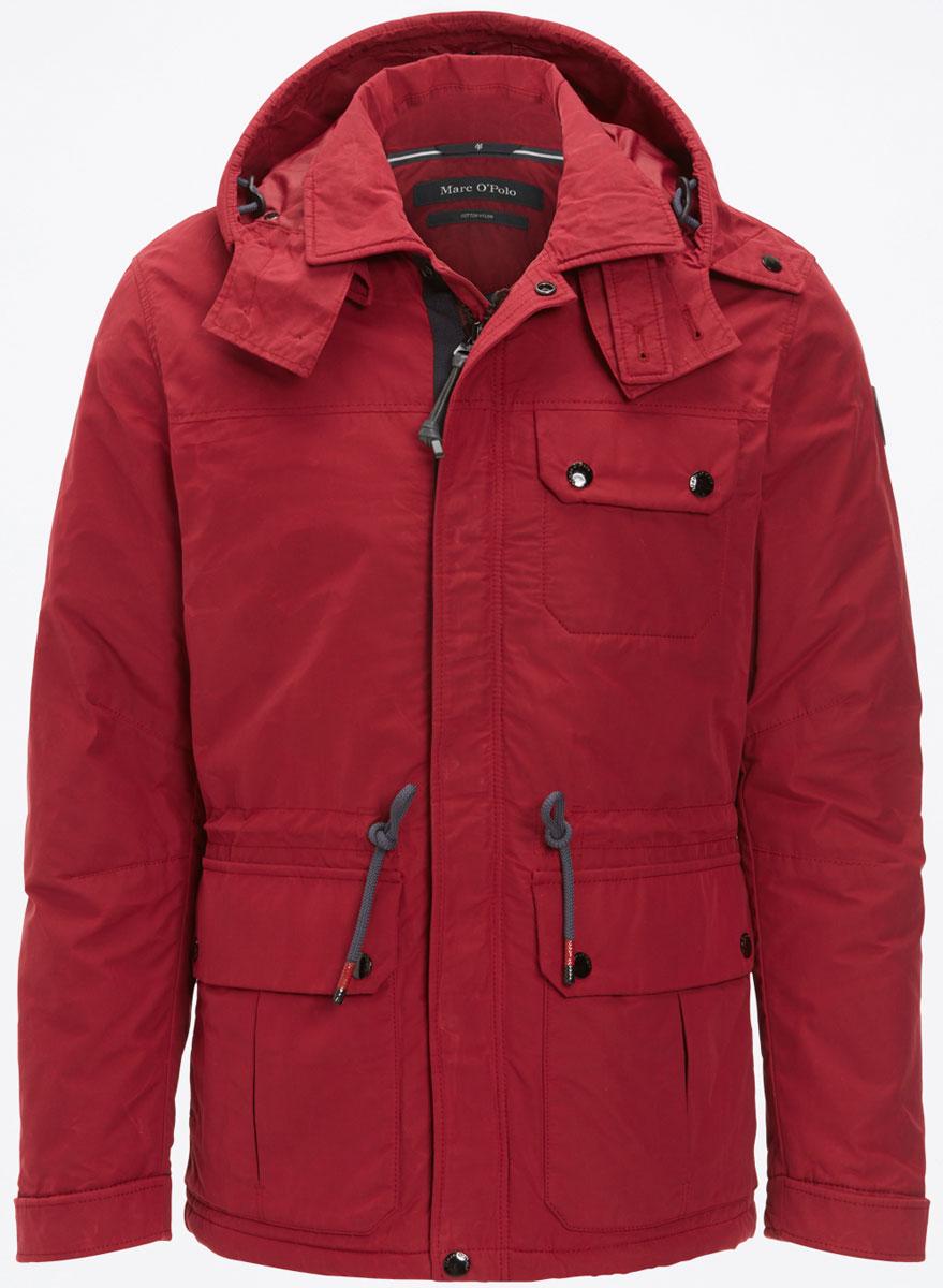 Куртка мужская Marc OPolo, цвет: красный. 136670460. Размер M (48)136670460/357Модная мужская куртка Marc O`Polo изготовлена из высококачественного полиэстера. В качестве наполнителя используется полиэстер.Куртка с отложным воротником и съемным капюшоном с застежками-кнопками застегивается на застежку-молнию и дополнительно на ветрозащитный клапан на кнопках.Спереди имеются три накладных кармана с клапанами накнопках, с внутренней стороны - накладной карман без застежки. Манжеты рукавов оснащены текстильными ремешками на кнопках. Объем капюшона и талии регулируется за счет эластичных шнурков со стопперами.