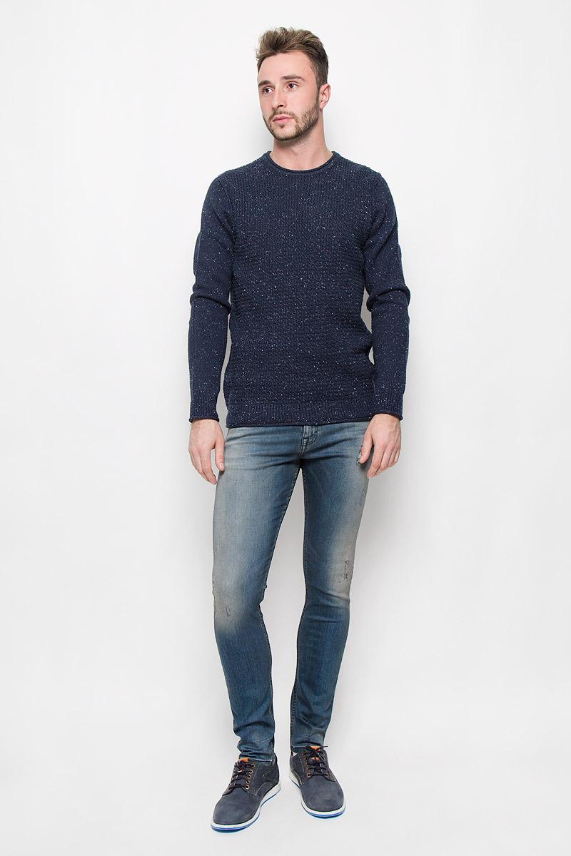 Джемпер мужской Calvin Klein Jeans, цвет: темно-синий. J30J301029_4960. Размер L (48/50)A16-21102_101Мужской джемпер Calvin Klein Jeans, выполненный из высококачественной пряжи, станет стильным дополнением к вашему образу. Материал изделия очень мягкий и тактильно приятный, не стесняет движений, хорошо пропускает воздух.Джемпер с круглым вырезом горловины и длинными рукавами. Вырез горловины, манжеты и низ модели связаны резинкой с эффектом необработанного края.Джемпер - идеальный вариант для создания образа в стиле Casual. Он подарит вам уют и комфорт в течение всего дня.