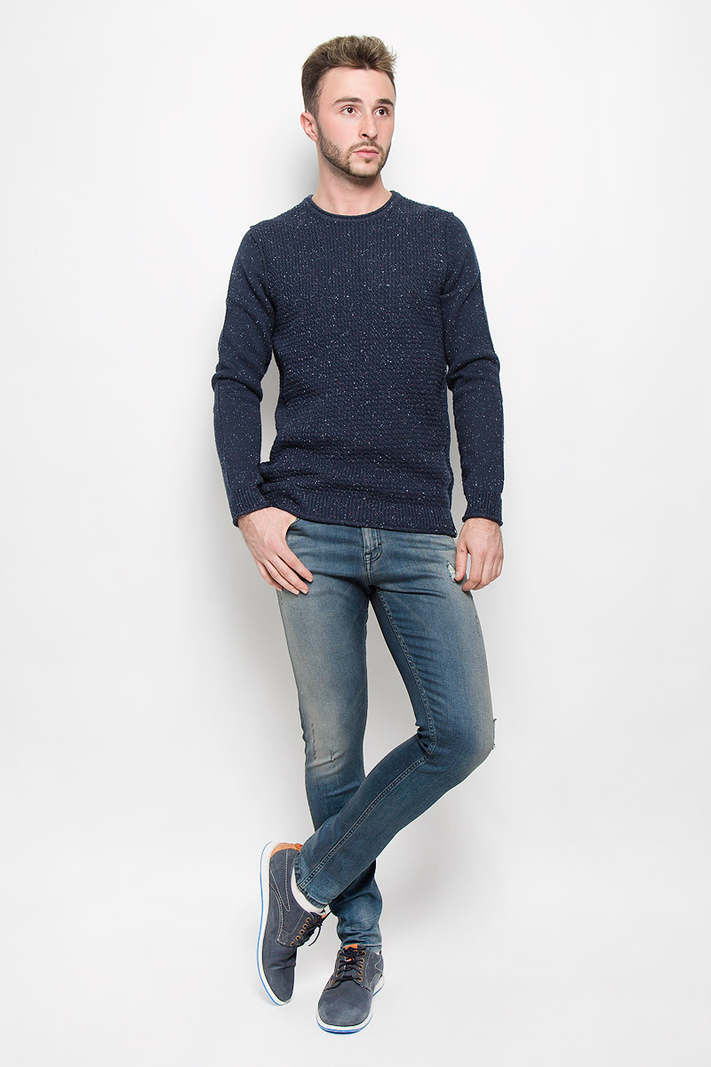Джинсы мужские Calvin Klein Jeans, цвет: темно-синий. J30J301036_9204. Размер 33 (48/50)A16-22033_101Модные мужские джинсы Calvin Klein - это джинсы высочайшего качества, которые прекрасно сидят. Они выполнены из высококачественного эластичного хлопка с добавлением эластомультиэстера, что обеспечивает комфорт и удобство при носке.Джинсы-скинни заниженной посадки станут отличным дополнением к вашему современному образу. Джинсы застегиваются на пуговицу в поясе и ширинку на застежке-молнии, дополнены шлевками для ремня. Джинсы имеют классический пятикарманный крой: спереди модель дополнена двумя втачными карманами и одним маленьким накладным кармашком, а сзади - двумя накладными карманами. Модель оформлена перманентными складками и эффектом потертости.Эти модные и в то же время комфортные джинсы послужат отличным дополнением к вашему гардеробу.