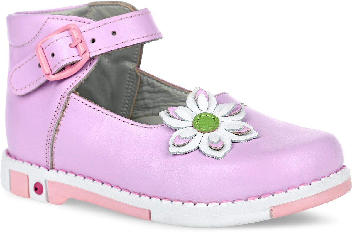Туфли для девочки Таши Орто, цвет: лиловый. 309-032. Размер 25Tas309-032Модные туфли Таши Орто заинтересуют вашу девочку с первого взгляда. Модель выполнена из натуральной кожи. Ремешок на застежке-пряжке помогает оптимально подогнать полноту обуви по ноге и гарантируют надежную фиксацию. Мыс декорирован объемным кожаным цветком. Анатомическая стелька из натуральной кожи с супинатором, не продавливающимся во время носки, обеспечивает правильное формирование стопы. Благодаря использованию современных внутренних материалов оптимально распределяется нагрузка по всей площади стопы, что дает ножке ощущение мягкости и комфорта. Полужесткий задник фиксирует ножку ребенка. Мягкая верхняя часть, которая плотно прилегает к ноге, и подкладка, изготовленная из мягкого текстиля, позволяют избежать натирания. У изделия ортопедический каблук Томаса высотой от 2 до 5 мм (в зависимости от размера обуви), продленный с внутренней стороны подошвы, его внутренняя часть длиннее наружной, укрепляет подошву под средней частью стопы и препятствует заваливанию стопы внутрь (что обычно наблюдается при вальгусной постановке). Эластичная подошва с рельефным протектором предназначена для правильного распределения нагрузки на опорно-двигательный аппарат ребенка, позволяет сгибаться стопе при ходьбе или беге анатомически правильно, в 1/3 стопы, а не посередине, позволяет сформировать правильную походку ребенка.