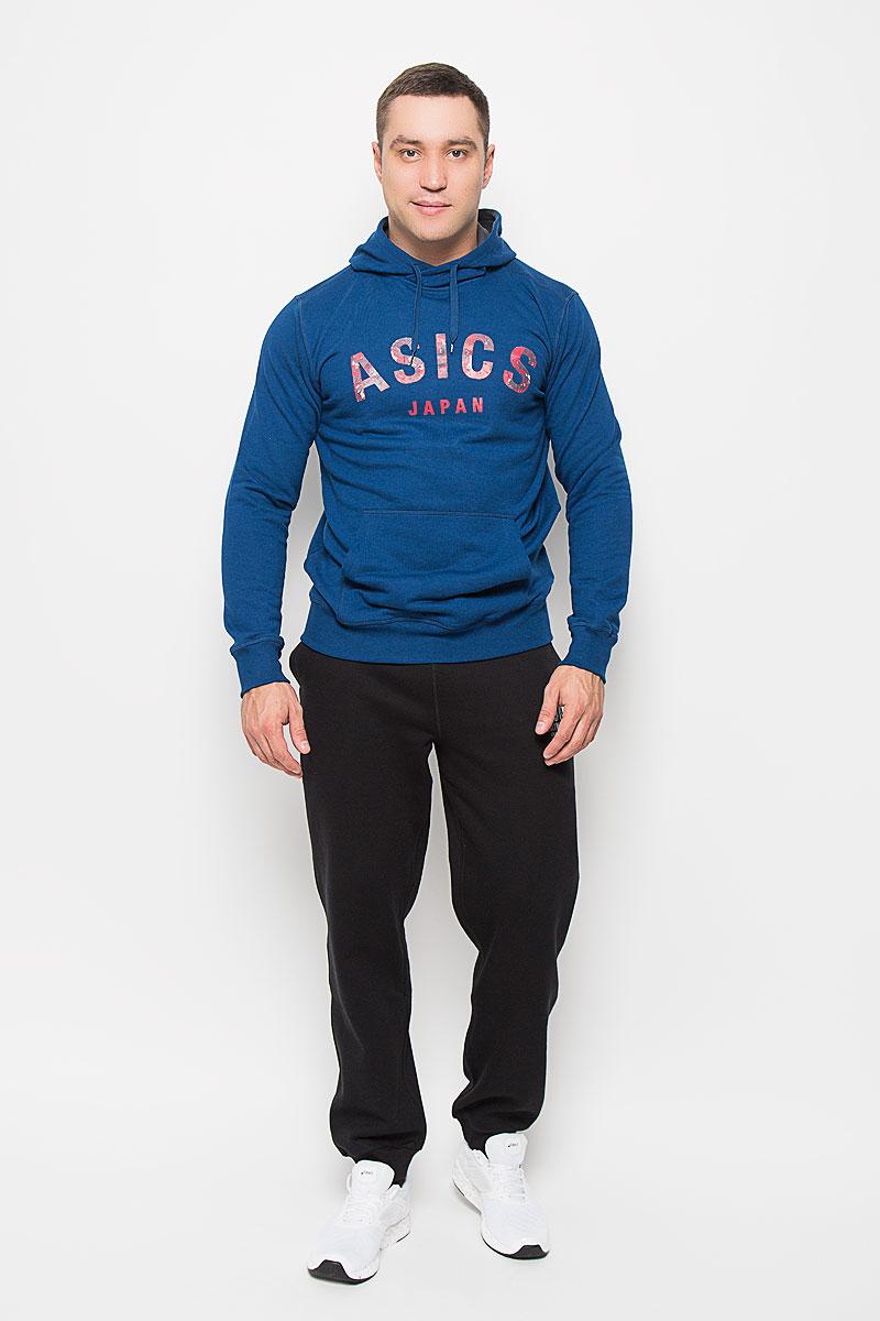 Толстовка мужская Asics Camou Logo, цвет: синий. 131528-8130. Размер M (48/50)131528-8130Стильная мужская толстовка Asics Camou Logo, выполненная из полиэстера с добавлением хлопка, мягкая и приятная на ощупь, обладает хорошей гигроскопичностью и позволяет коже дышать. Толстовка с длинными рукавами имеет капюшон, объем которого регулируется при помощи шнурка-кулиски. Спереди расположен карман-кенгуру. Рукава и низ изделия дополнены трикотажными манжетами. На груди модель оформлена крупным принтом с логотипом бренда.Современный дизайн, отличное качество и расцветка делают эту толстовку модным и стильным предметом мужской одежды. В ней вам будет тепло, уютно и комфортно.