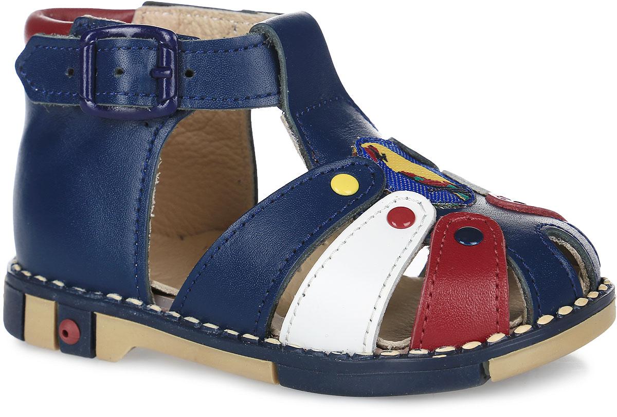 Сандалии для мальчика Таши Орто, цвет: синий, белый, красный. 221-57. Размер 21Tas221-57Модные сандалии Таши Орто заинтересует вашего мальчика с первого взгляда. Модель выполнена из натуральной кожи. Ремешок на застежке-пряжке помогает оптимально подогнать полноту обуви по ноге и гарантирует надежную фиксацию. Анатомическая стелька из натуральной кожи с супинатором, не продавливающимся во время носки, обеспечивает правильное формирование стопы. Благодаря использованию современных внутренних материалов оптимально распределяется нагрузка по всей площади стопы, что дает ножке ощущение мягкости и комфорта. Полужесткий задник фиксирует ножку ребенка. Мягкая верхняя часть, которая плотно прилегает к ноге, и подкладка, изготовленная из натуральной кожи, позволяют избежать натирания. У модели ортопедический каблук высотой от 2 до 5 мм (в зависимости от размера обуви), продленный с внутренней стороны, укрепляет подошву под средней частью стопы и препятствует заваливанию стопы внутрь (что обычно наблюдается при вальгусной постановке). Эластичная подошва с рельефным протектором предназначена для правильного распределения нагрузки на опорно-двигательный аппарат ребенка, позволяет сформировать правильную походку.