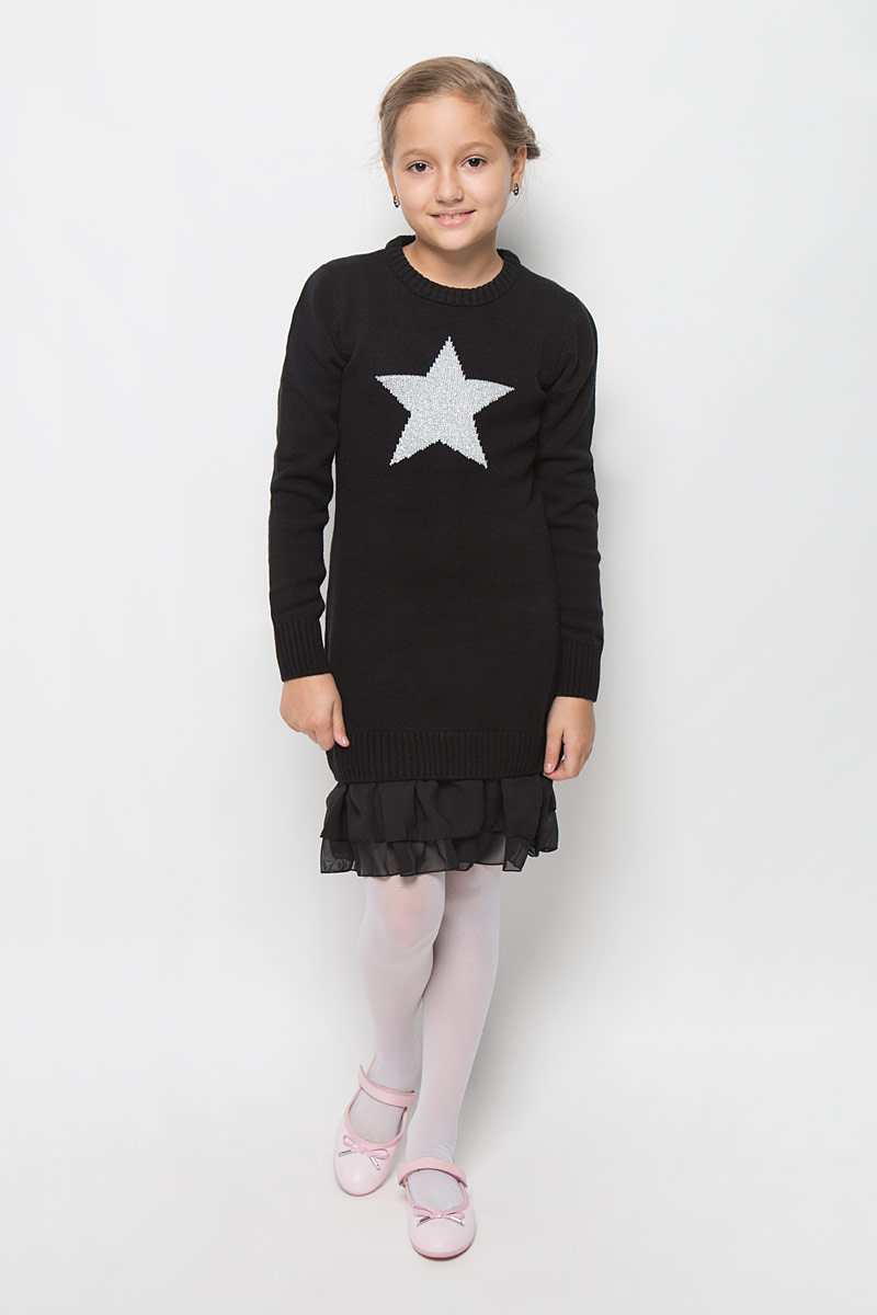 Платье для девочки Scool, цвет: черный. 364137. Размер 164, 14 лет364137Стильное платье для девочки Scool отлично подойдет юной моднице. Выполненное из вязаного трикотажа, оно мягкое и приятное на ощупь, не сковывает движения, обеспечивая комфорт.Платье с длинными рукавами и круглым вырезом горловины дополнено снизу двойной шифоновой оборкой. Вырез горловины, манжеты и низ изделия связаны резинкой. Украшено платье изображением звездочки с люрексной нитью.Стильное сочетание разных фактур и материалов придают платью неповторимый стиль и индивидуальность. В таком платье ваша принцесса всегда будет в центре внимания!