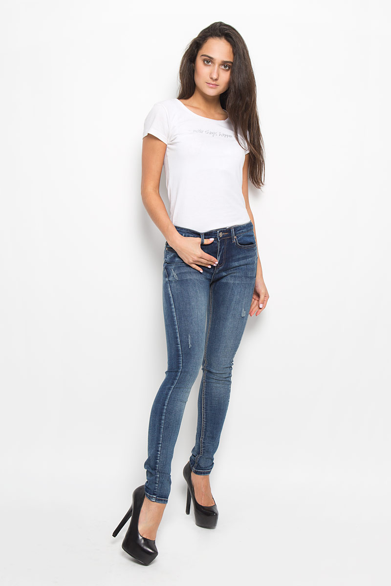 Джинсы женские Sela Denim, цвет: синий. PJ-135/578-6352. Размер 26-32 (42-32)PJ-135/578-6352Стильные женские джинсы Sela Denim подчеркнут ваш уникальный стиль и помогут создать оригинальный женственный образ. Модель выполнена из высококачественного эластичного хлопка с добавлением полиэстера. Материал мягкий и приятный на ощупь, не сковывает движения и позволяет коже дышать.Джинсы-скинни со стандартной посадкой застегиваются на пуговицу в поясе и ширинку на застежке-молнии. На поясе предусмотрены шлевки для ремня. Спереди модель оформлена двумя втачными карманами и одним маленьким накладным кармашком, а сзади - двумя накладными карманами. Модель оформлена эффектом потертости и перманентными складками. Эти модные и в тоже время комфортные джинсы послужат отличным дополнением к вашему гардеробу.