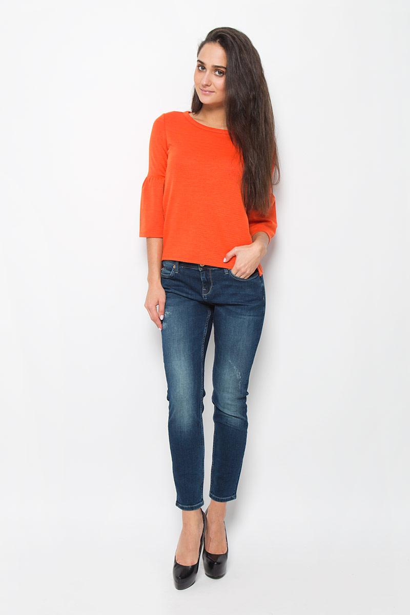 Блузка женская Mexx, цвет: оранжевый. MX3024160. Размер XS (40/42)MX3024160Блузка Mexx, выполненная из высококачественного материала, займет достойное место в вашем гардеробе. Материал изделия легкий, мягкий и приятный на ощупь, не сковывает движения и позволяет коже дышать.Блузка с круглым вырезом горловины и рукавами длиной 3/4, оформленными оборкой. Спинка изделия немного удлинена, по бокам имеются небольшие разрезы. Блузка превосходно дополнит ваш образ, а также обеспечит комфорт в течение всего дня!