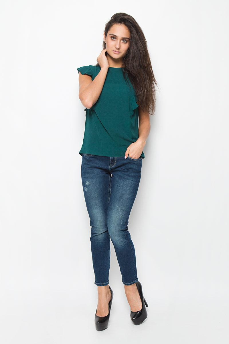 Блузка женская Mexx, цвет: зеленый. MX3025234_WM_BLS_008_109. Размер M (44/46)MX3025234_WM_BLS_008_109Стильная женская блузка Mexx, выполненная из эластичного полиэстера, подчеркнет ваш уникальный стиль и поможет создать женственный образ. Модель c круглым вырезом горловины застегивается на пластиковую пуговицу на спинке. Блузка оформлена рюшками. Такая блузка будет дарить вам комфорт в течение всего дня и послужит замечательным дополнением к вашему гардеробу.