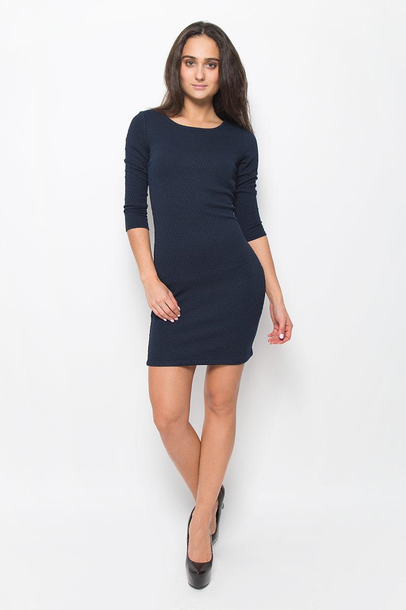 Платье Tom Tailor Denim, цвет: темно-синий. 5018803.01.71_6901. Размер S (44)5018803.01.71_6901Стильное платье Tom Tailor Denim идеально подойдет для вас и подчеркнет вашу индивидуальность. Выполненное из эластичного полиэстера с добавлением вискозы, оно мягкое и приятное на ощупь, не сковывает движений, обеспечивая комфорт. Модель с круглым вырезом горловины и рукавами длиной 3/4 застегивается на спинке на молнию. Модель оформлена снизу вышивкой логотипа бренда. Такое платье непременно украсит ваш гардероб и добавит образу женственности.