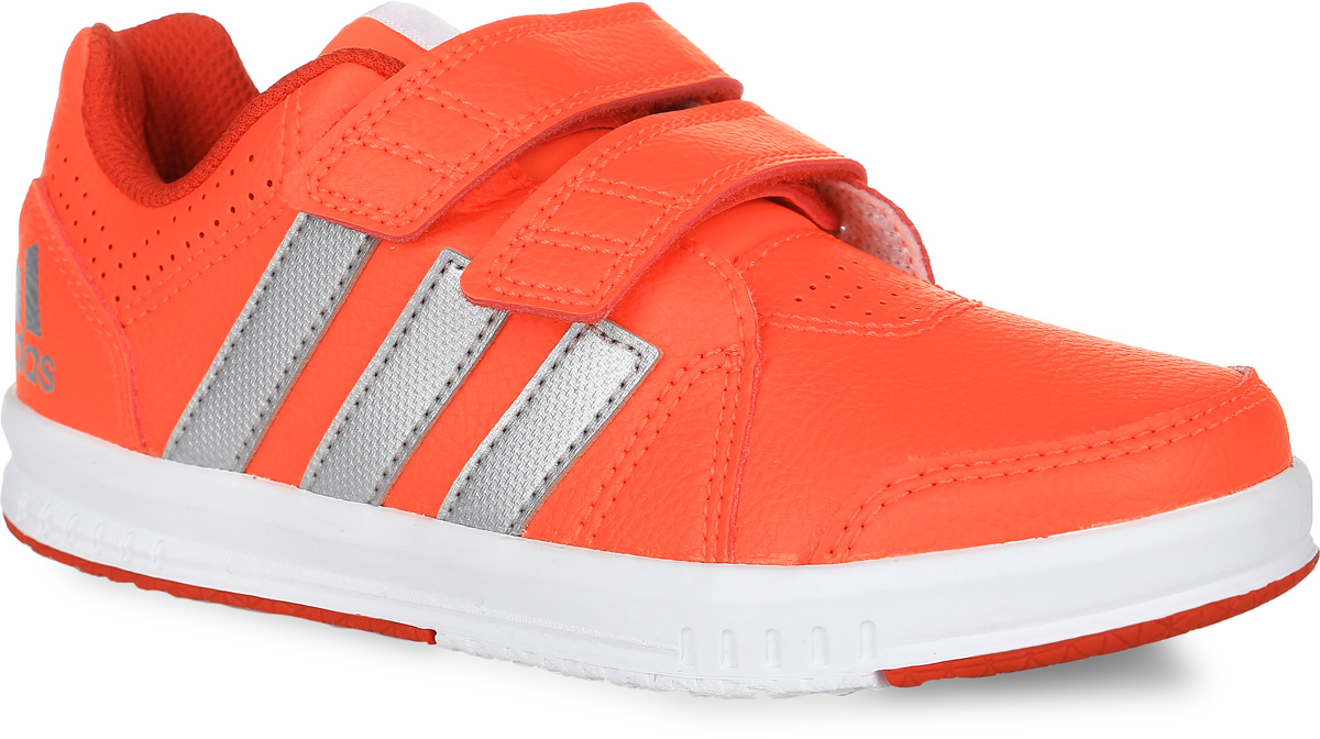 Кроссовки для тренинга детские adidas Performance Fb Lk Trainer 7 Cf, цвет: оранжевый. AQ2859. Размер 21AQ2859Кроссовки для тренинга Fb Lk Trainer 7 Cf от Adidas Performance приведут в восторг вашего ребенка. Эта модель выполнена из искусственной кожи. Язычок и задник оформлены символикой бренда, мыс и боковые стороны - перфорацией. Застежки-липучки обеспечивают надежную фиксацию на ноге. У изделия дышащая сетчатая подкладка и стелька, выполненная по технологии Ortholite. Подошва с рифлением из прочных материалов гарантирует сцепление с любой поверхностью.