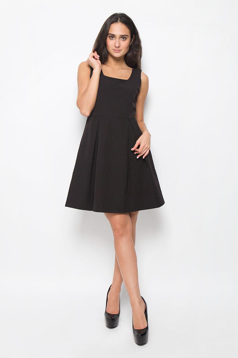 Платье Mexx, цвет: черный. MX3025269. Размер S (42/44)MX3025269Элегантное платье Mexx выполнено из полиэстера с добавлением эластана.Такое платье обеспечит вам комфорт и удобство при носке. Модель без рукавов, с круглым вырезом горловины выгодно подчеркнет все достоинства вашей фигуры благодаря приталенному силуэту. Сбоку платье застегивается на застежку-молнию. Низ платья оформлен складками, что придает ему пышность. Это модное и удобное платье станет превосходным дополнением к вашему гардеробу, оно подарит вам удобство и поможет вам подчеркнуть свой вкус и неповторимый стиль.