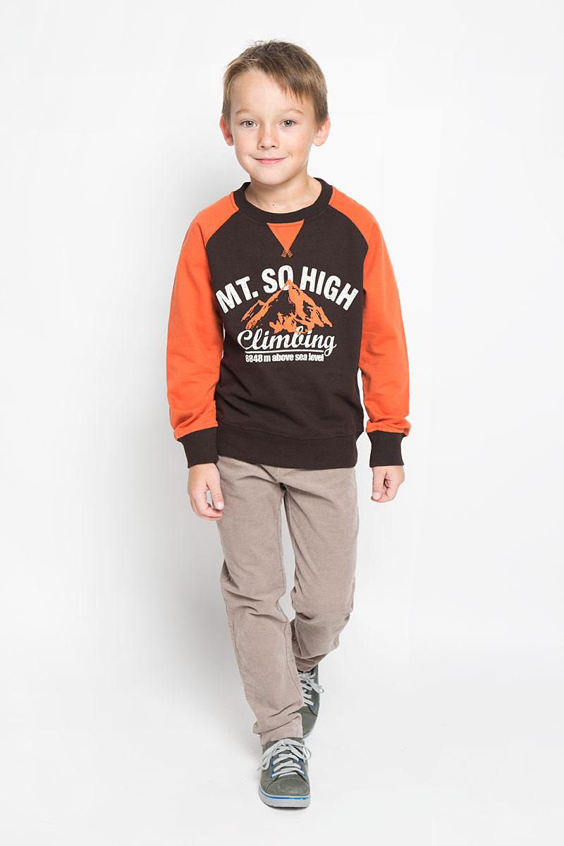 Свитшот для мальчика Sela, цвет: темно-коричневый, оранжевый. St-813/155-6313. Размер 122, 7 летSt-813/155-6313Свитшот для мальчика Sela, выполненный из натурального хлопка, идеально подойдет для повседневной носки. Материал мягкий и приятный на ощупь, не сковывает движения и хорошо пропускает воздух, обеспечивая комфорт. Изнаночная сторона изделия с небольшими петельками.Модель с круглым вырезом горловины и длинными рукавами-реглан оформлена принтовыми надписями. Вырез горловины и низ свитшота дополнены мягкими трикотажными резинками. На рукавах предусмотрены эластичные манжеты. Современный дизайн, отличное качество и расцветка делают этот свитшот стильным предметом детской одежды. Его обладатель всегда будет в центре внимания!