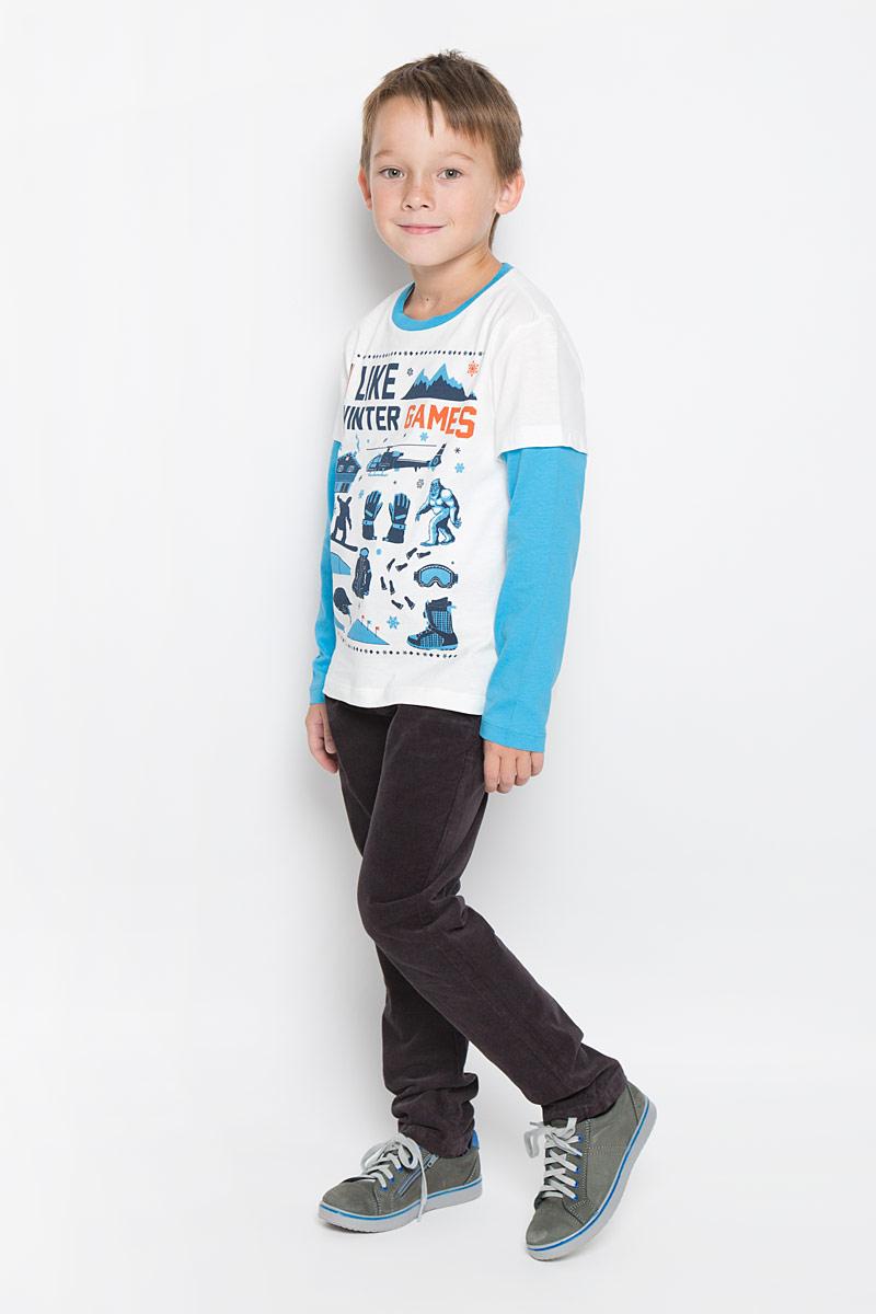 Лонгслив для мальчика Sela, цвет: молочный, голубой, темно-синий. T-811/1045-6415. Размер 116, 6 летT-811/1045-6415Лонгслив для мальчика Sela станет отличным дополнением к детскому гардеробу. Изготовленный из натурального хлопка, он необычайно мягкий и приятный на ощупь, не сковывает движения и позволяет коже дышать, не раздражает даже самую нежную и чувствительную кожу ребенка, обеспечивая ему наибольший комфорт. Модель с эффектом 2 в 1 имеет длинные рукава и круглый вырез горловины, дополненный трикотажной резинкой. Изделие оформлено оригинальными рисунками и принтовыми надписями. Современный дизайн и расцветка делают этот лонгслив стильным предметом детской одежды. В нем юный модник будет чувствовать себя комфортно и всегда будет в центре внимания!