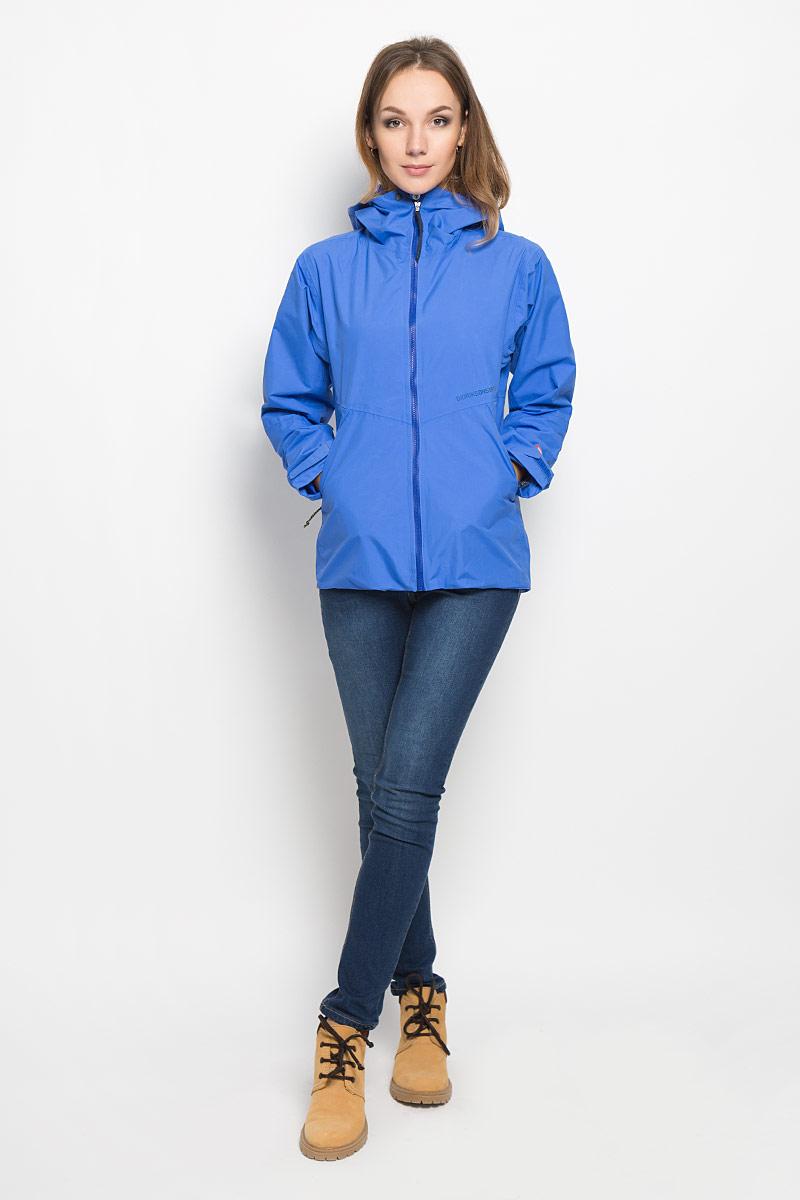 Куртка женская Didriksons1913 Meduna, цвет: васильковый. 500455_299. Размер 38 (46)500455_299Удобная женская куртка Didriksons1913 из непромокаемой и не продуваемой мембранной ткани. Модель выполнена из прочного полиамида, застегивается на молнию и кнопку спереди, и имеет внутреннюю ветрозащитную планку. Модель дополнена фиксированным регулируемым капюшоном, который сворачивается в воротник. Изделие по бокам дополнено двумя втачными карманами на молниях, и одним внутренним на молнии. Молния куртки водонепроницаемая. Рукава регулируются с помощью липучек, а низ куртки регулируется с помощью эластичной резинки со стопперами. Спинка куртки немного удлинена. Так же модель дополнена светоотражающими элементами.Эта модная и в то же время комфортная куртка - отличный вариант для активного отдыха.