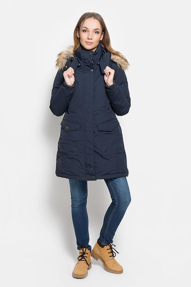 Пальто женское Lee Cooper, цвет: темно-синий. LCHWO028. Размер S (42)LCHWO028/MIDNIGHTСтильное женское пальто Lee Cooper, выполненное из высококачественного комбинированного материала и дополненное наполнителем из пуха и пера, согреет вас в холодную погоду и позволит выделиться из толпы. Модель с воротником-стойкой и съемным капюшоном застегивается на застежку-молнию с двумя бегунками и оснащена ветрозащитной планкой на кнопках. Капюшон, оформленный съемным искусственным мехом, пристегивается к изделию на кнопки. Рукава дополнены плотными внутренними трикотажными манжетами. Спереди модель оформлена двумя накладными карманами с клапанами на пуговицах и двумя прорезными карманами на кнопках. С внутренней стороны расположен один прорезной карман на пуговице и маленький накладной карман. Пальто сзади оформлено вышитым логотипом бренда. Такое стильное пальто станет прекрасным дополнением к вашему гардеробу, оно подарит вам комфорт и тепло.