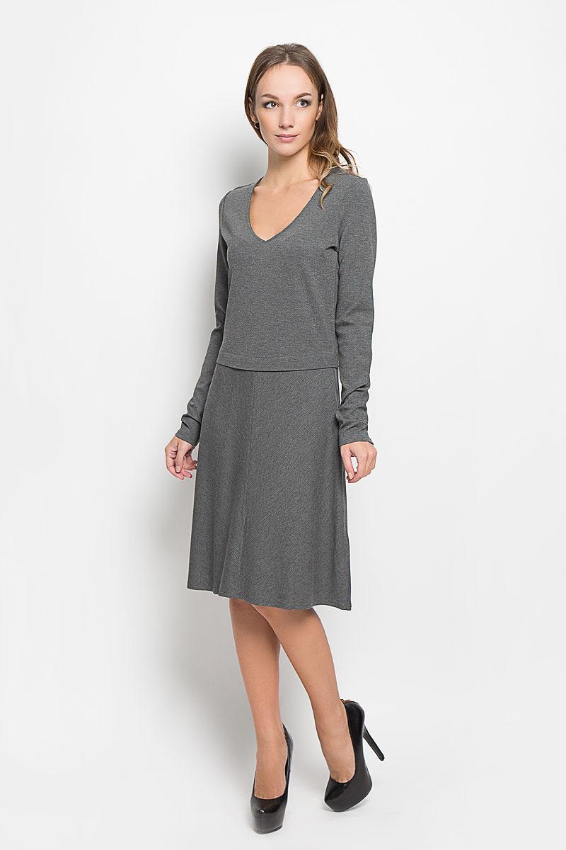 Платье Marc OPolo, цвет: серый. 303159183. Размер 36 (40)303159183/977Стильное платье Marc OPolo идеально подойдет для вас и подчеркнет вашу индивидуальность. Выполненное из высококачественного комбинированного материала, оно мягкое и приятное на ощупь, не сковывает движений, обеспечивая комфорт. Платье-миди с V-образным вырезом горловины и длинными рукавами имеет прямой крой. Юбка модели немного расклешена. Такое платье непременно украсит ваш гардероб и добавит образу женственности.