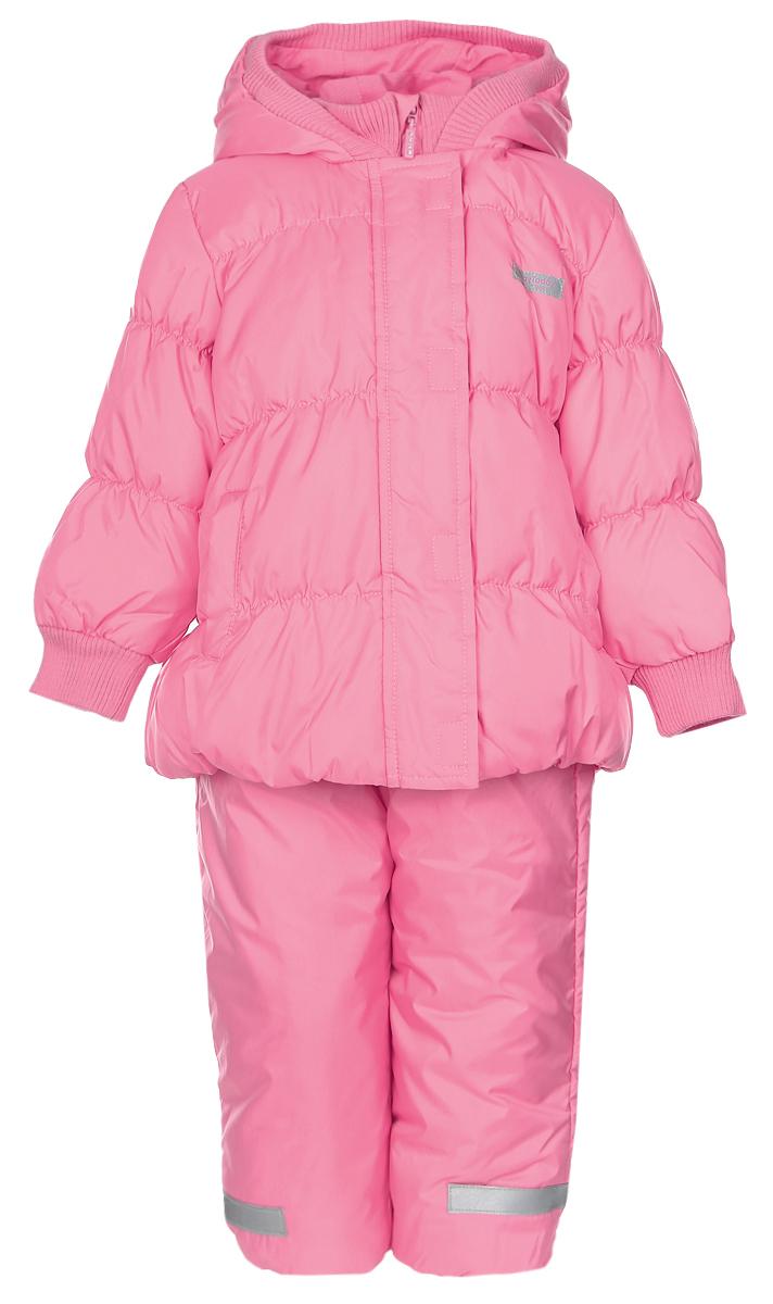 Комплект для девочки PlayToday: куртка, полукомбинезон, цвет: светло-розовый. 368001. Размер 74368001Комплект одежды PlayToday, состоящий из куртки и утепленного полукомбинезона, идеально подойдет для вашего ребенка в прохладное время года. Куртка изготовлена из 100% полиэстера. Подкладка выполнена из хлопка с добавлением полиэстера, приятная на ощупь. В качестве утеплителя используется синтепон - 100% полиэстер.Куртка с капюшоном застегивается на липучки и пластиковую молнию с защитой подбородка и имеет внутреннюю ветрозащитную планку. Несъемный капюшон дополнен трикотажной резинкой. На рукавах предусмотрены трикотажные манжеты, которые предотвращают проникновение снега и ветра. По бокам расположены два втачных кармана. На куртке предусмотрена небольшая светоотражающая нашивка с фирменным логотипом.Полукомбинезон с грудкой застегивается спереди на пластиковую застежку-молнию и дополнительно имеет внутреннюю ветрозащитную планку и эластичные наплечные лямки, регулируемые по длине. На талии предусмотрена широкая эластичная резинка, которая позволяет надежно заправить в него водолазку или свитер. Снизу брючины дополнены съемными регулируемыми штрипками, одевающимися на ступню и не дающие полукомбинезону ползти вверх. Изделие оформлено светоотражающими элементами для безопасности в темное время суток. Такой комплект одежды станет прекрасным дополнением к гардеробу вашего ребенка, он подарит комфорт и тепло.