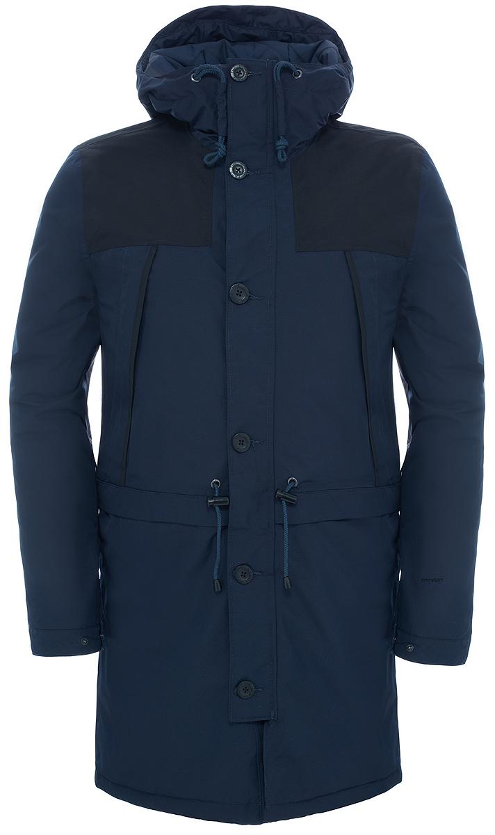 Парка мужская The North Face Mountain, цвет: темно-синий. T92TUJH2G. Размер L (48/50)T92TUJH2GНа создание модели вдохновила куртка Mountain, впервые выпущенная в 1990 г. Этот усовершенствованный вариант воплотил в себе почти тридцатилетний легендарный стиль, инновационный дизайн и исключительную защиту. Утеплитель Heatseeker обладает легким весом и хорошо согревает в холодную зимнюю погоду, сохраняя комфорт и свободу движения во время городских приключений, а удлиненный в задней части подол закрывает бедра от брызг и грязи. Материал DryVent защищает от дождя и выводит пот, предоставляя длительное ощущение свежести. Застегивается на двухзамковую молнию и пуговицы, фиксируется шнуром на талии.