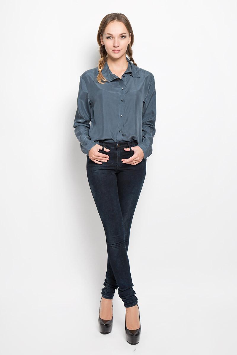 Джинсы женские Diesel, цвет: темно-синий. 00S142-0858F. Размер 28-32 (42/44-32)00S142-0858F/01Стильные женские джинсы Diesel подчеркнут ваш уникальный стиль и помогут создать оригинальный женственный образ. Модель выполнена из высококачественного комбинированного материала. Материал мягкий и приятный на ощупь, не сковывает движения и позволяет коже дышать.Джинсы-скинни средней посадки застегиваются на пуговицу по поясу и ширинку на застежке-молнии. На поясе предусмотрены шлевки для ремня. Спереди модель оформлена двумя втачными карманами и маленьким накладным кармашком, а сзади - двумя накладными карманами. Модель оформлена легкими потертостями.Эти модные и в тоже время комфортные джинсы послужат отличным дополнением к вашему гардеробу.