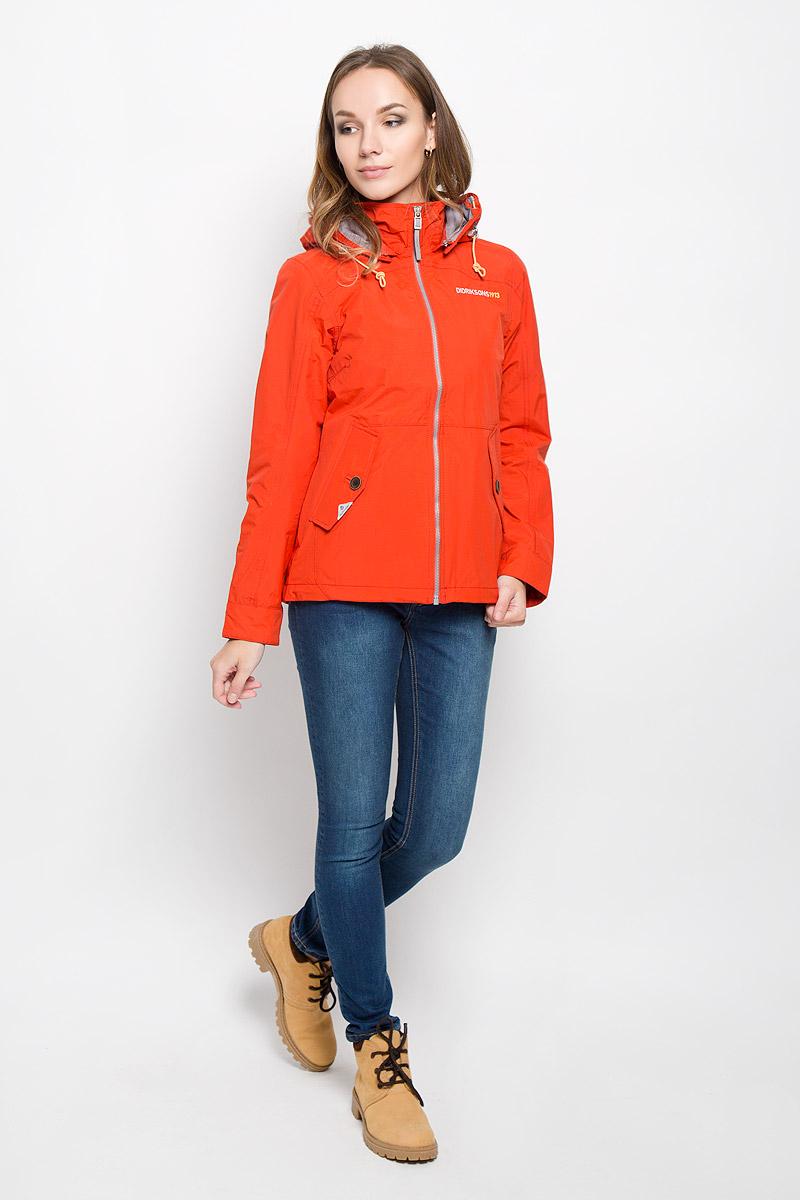 Куртка женская Didriksons1913 Lea, цвет: огненная лава. 500372_256. Размер 34 (42)500372_256Удобная женская куртка Didriksons1913 Lea согреет вас в прохладную погоду и позволит выделиться из толпы. Модель с длинными рукавами и съемным капюшоном на змейке выполнена из водонепроницаемой и непродуваемой мембранной ткани. Проклеенные швы и дополнительная пропитка от внешней влаги обеспечивают максимальную защиту.Куртка застегивается на застежку-молнию спереди. Изделие дополнено двумя втачными карманами с клапанами на пуговицах спереди и внутренним втачным карманом на застежке-молнии с отверстием для наушников, а также внутренним накладным карманом на кнопке. Манжеты рукавов застегиваются на пуговицы. Капюшон и низ куртки дополнены шнурком-кулиской со стопперами.Эта модная и в то же время комфортная куртка - отличный вариант для прогулок, она подчеркнет ваш изысканный вкус и поможет создать неповторимый образ.