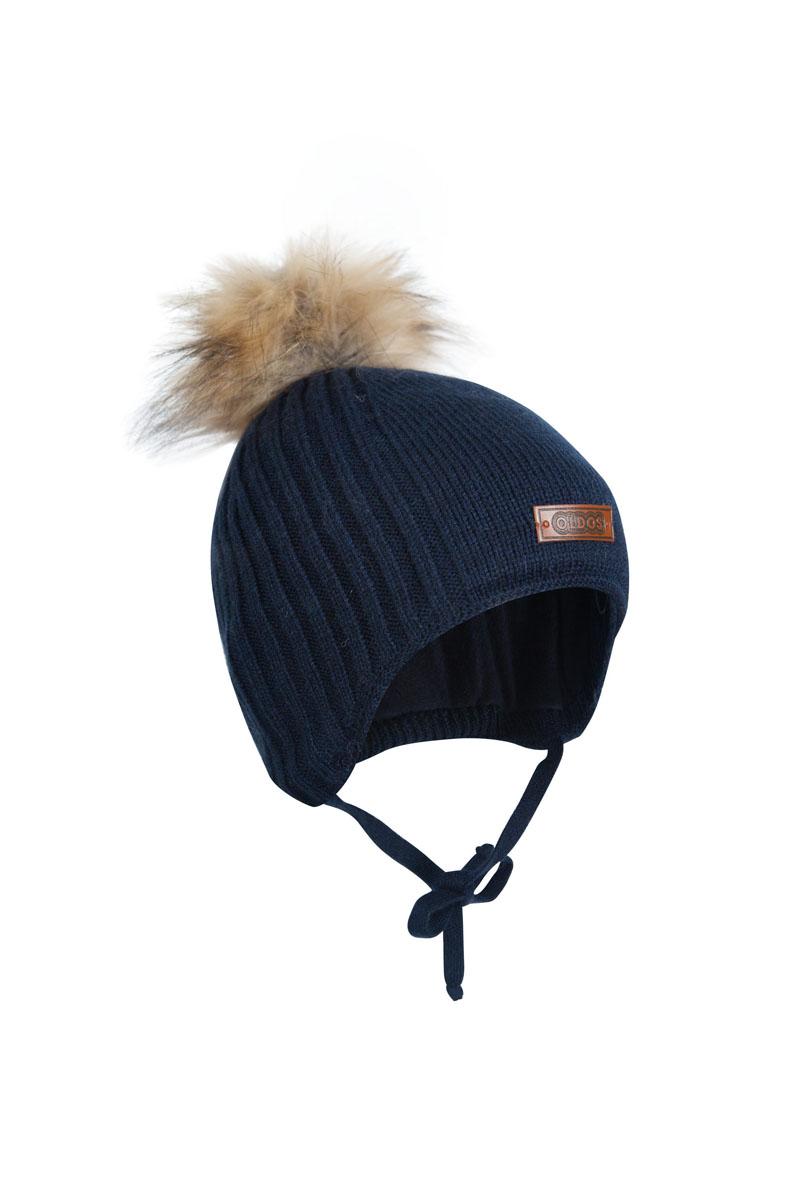 Шапка для мальчика OLDOS Карл, цвет: синий. 1Ш1615. Размер 46/481Ш1615Шапка-бэби с завязками Карл из зимней коллекции OLDOS прекрасно защитит головку вашего малыша от снегопада, мороза и ветра. Такая шапка хорошо закрывает ушки, завязки фиксируют шапку так, чтобы ничего не мешало игре или прогулке. Шапка мягкая и теплая благодаря утеплителю холлофайбер плотностью 70 г и составу пряжи 70% шерсть и 30% акрил. Подкладка из вискозы отводит излишнюю влагу и сохраняет ощущение комфорта во время прогулок. Шапка дополнена декоративным отворотом и съемным помпоном из искусственного меха.