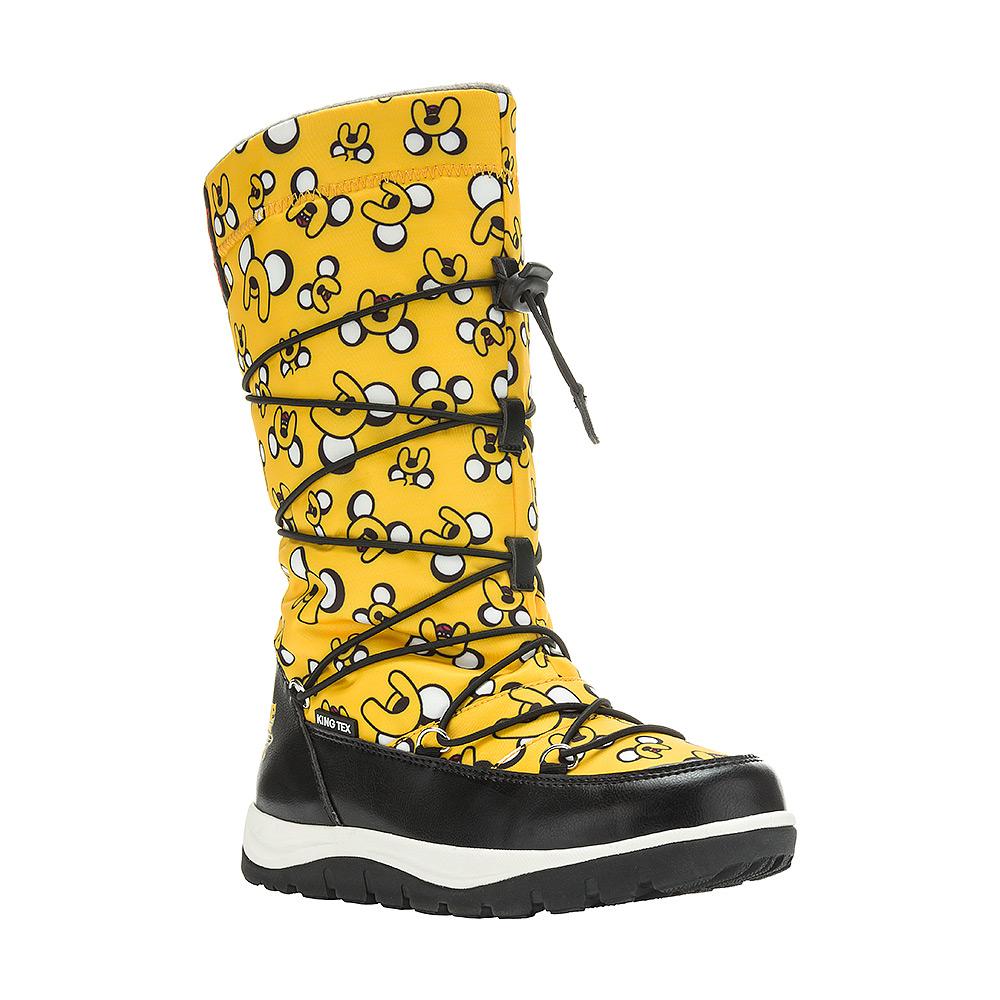 Дутики для девочки Kakadu Adventure Time, цвет: желтый. 6516A. Размер 336516AДутики для девочки Adventure Time от Kakadu непременно понравится как юным модницам, так и их заботливым родителям. Модель, выполненная из текстиля King Tex и синтетической кожи, гарантирует непромокаемость. Укрепленные носок и пятка обладают необходимой степенью жесткости для поддержания формы на протяжении всего периода использования. Подкладка из искусственной шерсти обеспечивает ногам тепло и сухость при любых климатических условиях. Съемную стельку всегда можно вынуть или заменить. Облегченная подошва отличается хорошей сцепляемостью с поверхностью и высокой пружинистостью. Благодаря этим качествам дети могут совершать длительные прогулки без чувства усталости в ногах. Детские дутики оформлены яркими изображениями персонажей из мультфильма Время приключений. Застежка-молния надежно фиксирует изделие на ноге. Эластичная шнуровка со стоппером по голенищу позволяет легко подобрать оптимальный объем.