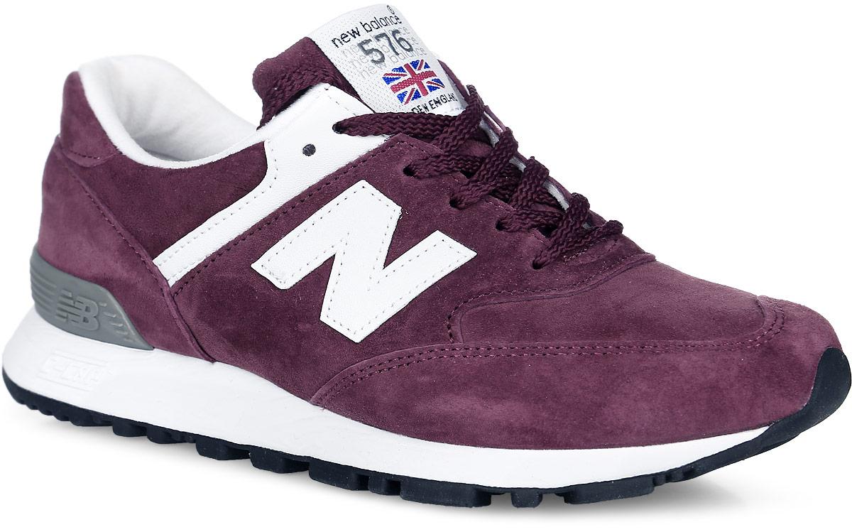 Кроссовки женские New Balance 576, цвет: бордовый. W576PR/B. Размер 8 (39)W576PR/BСтильные женские кроссовки от New Balance придутся вам по душе. Верх модели выполнен из натуральной замши. По бокам обувь оформлена декоративными элементами в виде фирменного логотипа бренда, на язычке - фирменной нашивкой, задник логотипом бренда. Классическая шнуровка надежно зафиксирует изделие на ноге. Подошва оснащена рифлением для лучшей сцепки с поверхностями. Удобные кроссовки займут достойное место среди коллекции вашей обуви.