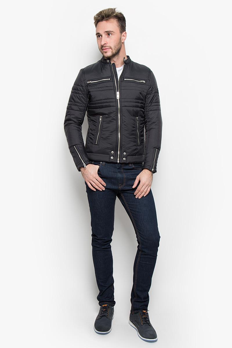 Куртка мужская Diesel, цвет: черный. 00STA3-0LAMF. Размер M (48)00STA3-0LAMF/900Стильная мужская куртка Diesel, выполненная из высококачественного материала, рассчитана на прохладную погоду. Модель с утеплителем из полиэстера подарит вам максимальный комфорт. Куртка с воротником-стойкой застегивается на застежку-молнию. Спереди расположены четыре кармана на застежках-молниях. С внутренней стороны модель дополнена карманом кнопке. Манжеты снабжены молнией для регулировки объема. Модная фактура ткани, отличное качество, великолепный дизайн.