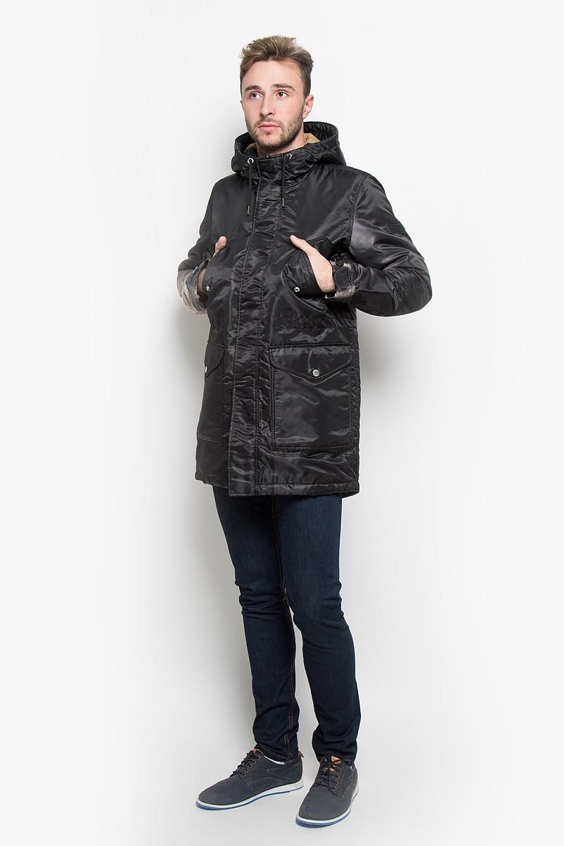 Куртка мужская Diesel, цвет: черный, оливковый. 00ST9W-0BANE. Размер L (50)00ST9W-0BANE/900Стильная мужская куртка Diesel отлично подойдет для прохладной погоды. Модель с не отстегивающимся капюшоном застегивается на застежку-молнию и имеет ветрозащитный клапан на кнопках. Спереди куртка имеет два накладных кармана, с клапанами на кнопках, на груди два врезных кармана с клапанами на кнопках, с внутренней стороны один кармана на кнопке. Манжеты снабжены хлястиком с пуговицами для регулировки объема. С внутренней стороны на талии и внизу куртка стягивается шнурком-кулиской со стопперами. Утеплитель выполнен из полиэстера, который отличается повышенной теплоизоляцией, долговечностью в использовании и необычайно легок в носке и уходе.Эта модная куртка послужит отличным дополнением к вашему гардеробу.