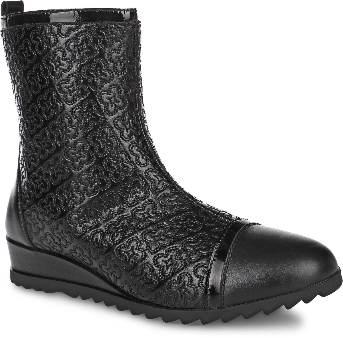 Полусапоги для девочки Kapika, цвет: черный. 64137шк-1. Размер 3764137шк-1Полусапоги от Kapika придутся по душе вашей девочке. Модель выполнена из натуральной кожи, оформленной узорной прострочкой, мыс декорирован лаковой полоской. Изделие на застежке-молнии, что позволит отлично зафиксировать обувь на ноге и облегчит процесс надевания.Подкладка и стелька изготовлены из натуральной шерсти, что позволяет сохранить тепло и гарантирует уют ногам. Подошва с рифлением обеспечивает идеальное сцепление с любыми поверхностями. Такие чудесные полусапоги займут достойное место в гардеробе вашего ребенка.