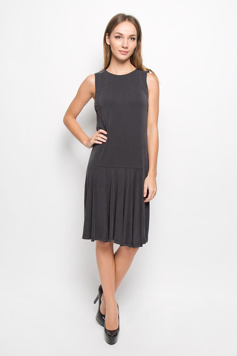 Платье Selected Femme, цвет: темно-серый. 16051858. Размер XS (40)16051858_BlackЭлегантное платье Selected Femme выполнено из высококачественного материала. Такое платье обеспечит вам комфорт и удобство при носке и непременно вызовет восхищение у окружающих.Удлиненная модель до колена без рукавов и с круглым вырезом горловины выгодно подчеркнет все достоинства вашей фигуры. Спереди чуть ниже талии заложены складочки. Изысканное платье-миди создаст обворожительный и неповторимый образ.Это модное и комфортное платье станет превосходным дополнением к вашему гардеробу, оно подарит вам удобство и поможет подчеркнуть ваш вкус и неповторимый стиль.