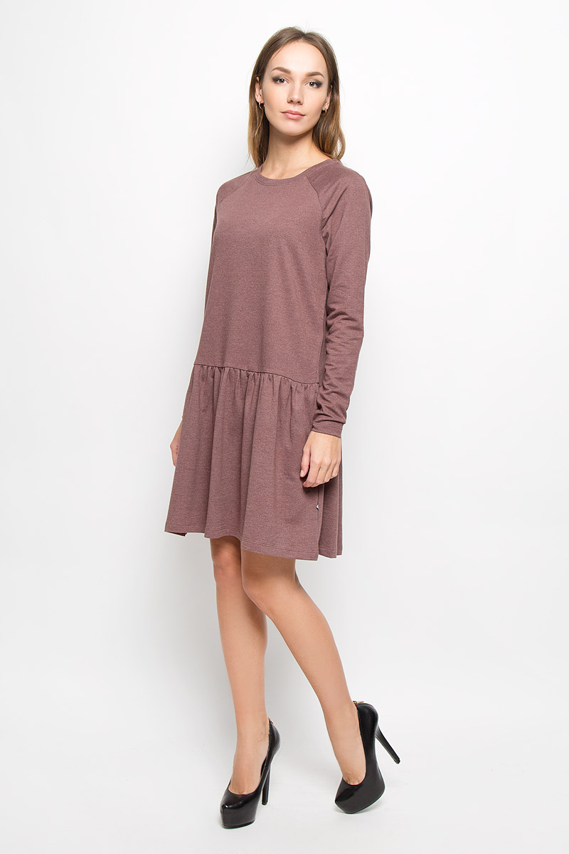 Платье Vero Moda, цвет: какао. 10162871. Размер XS (40)10162871_Decadent ChocolateТеплое платье Vero Moda выполнено из высококачественного хлопка с добавлением полиэстера. Такое платье обеспечит вам комфорт и удобство при носке и непременно вызовет восхищение у окружающих.Модель до колена с длинными рукавами-реглан и с круглым вырезом горловины выгодно подчеркнет все достоинства вашей фигуры. От линии талии заложены частые складочки, которые придают изделию воздушность, дополнена модель двумя боковыми карманами. Вырез горловины дополнен манжетной резинкой. Изысканное платье-миди создаст обворожительный и неповторимый образ.Это модное и комфортное платье станет превосходным дополнением к вашему гардеробу, оно подарит вам удобство и поможет подчеркнуть ваш вкус и неповторимый стиль.