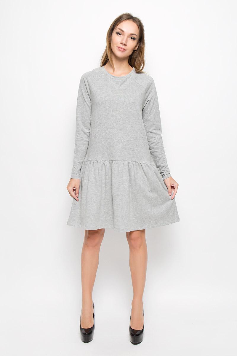 Платье Vero Moda, цвет: серый меланж. 10162871. Размер S (42)10162871_Light Grey MelangeТеплое платье Vero Moda выполнено из высококачественного хлопка с добавлением полиэстера. Такое платье обеспечит вам комфорт и удобство при носке и непременно вызовет восхищение у окружающих.Модель до колена с длинными рукавами-реглан и с круглым вырезом горловины выгодно подчеркнет все достоинства вашей фигуры. От линии талии заложены частые складочки, которые придают изделию воздушность, дополнена модель двумя боковыми карманами. Вырез горловины дополнен манжетной резинкой. Изысканное платье-миди создаст обворожительный и неповторимый образ.Это модное и комфортное платье станет превосходным дополнением к вашему гардеробу, оно подарит вам удобство и поможет подчеркнуть ваш вкус и неповторимый стиль.