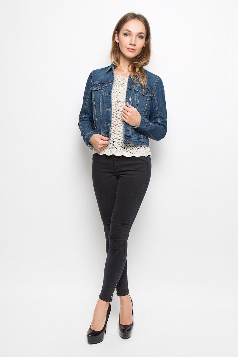 Куртка джинсовая женская Vero Moda, цвет: синий деним. 10161230. Размер M (44)10161230_Dark Blue DenimСтильная джинсовая куртка Vero Moda, выполненная из натурального хлопка, отличный вариант для прохладной погоды. Модель с отложным воротником и длинными рукавами застегивается на металлические пуговицы по всей длине. Спереди изделие оформлено двумя прорезными кармашками с клапанами на пуговицах и двумя открытыми прорезными карманами. Рукава понизу дополнены манжетами, застегивающимися на пуговицы. Куртка декорирована эффектом искусственного состаривания денима: легкие потертости.Эта куртка - практичная вещь, которая, несомненно, впишется в ваш гардероб, в ней вы будете чувствовать себя уютно и комфортно.