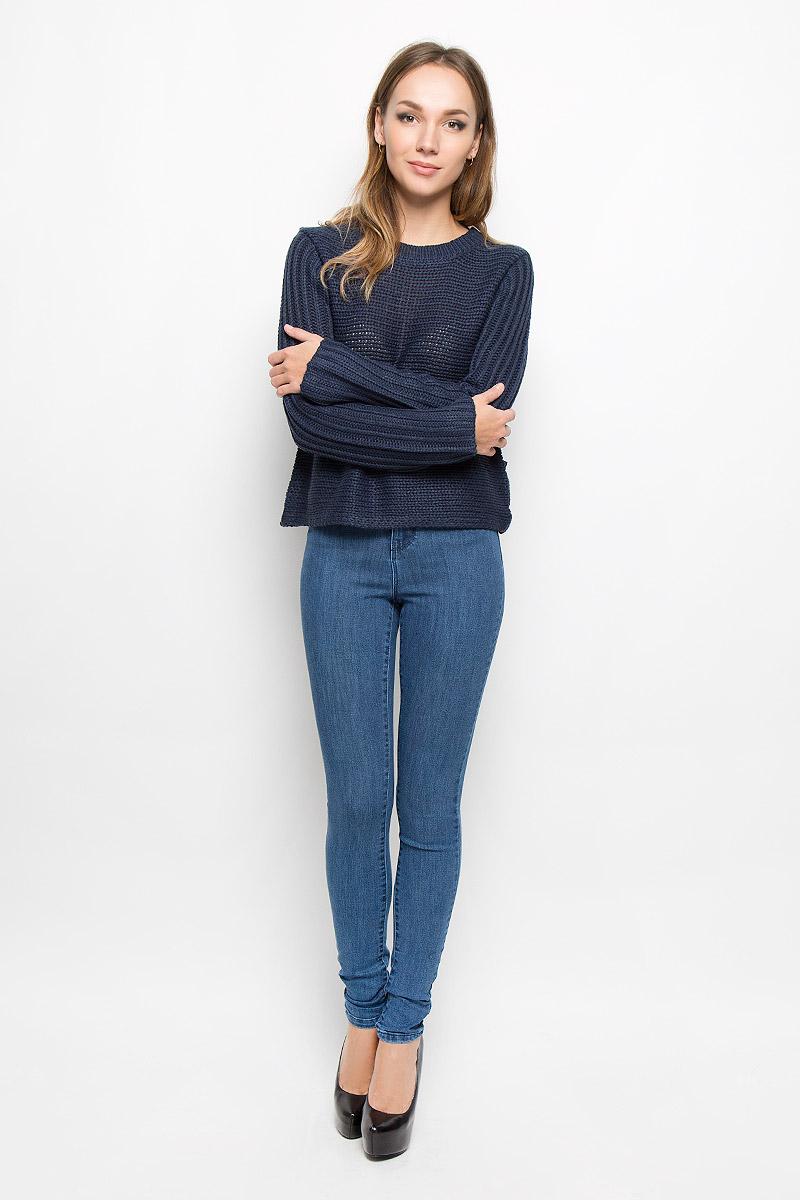 Джинсы женские Vero Moda, цвет: синий джинс. 10163432. Размер 30-32 (46/48-32)10163432_Medium Blue DenimЖенские джинсы Vero Moda изготовлены из эластичного хлопка с добавлением вискозы и полиэстера. Материал тактильно приятный, не стесняет движений и хорошо пропускает воздух, обеспечивая комфорт при носке. Джинсы-скинни с завышенной талией застегиваются спереди на металлическую пуговицу и имеют ширинку на застежке-молнии. На поясе предусмотрены шлевки для ремня. Спереди расположены два втачных кармана и один маленький накладной, сзади - два накладных кармана.Лаконичные по своему дизайну джинсы станут универсальной моделью вашего гардероба.