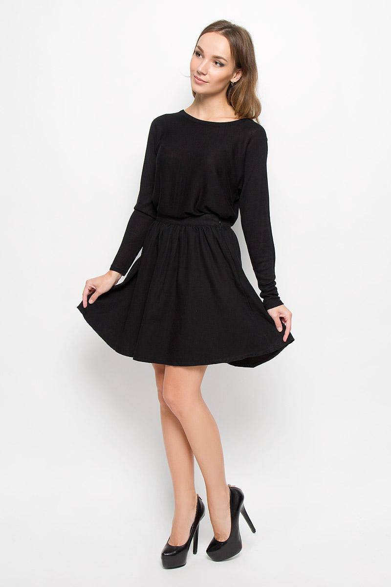Юбка Vero Moda, цвет: черный. 10163640. Размер L (46)10163640_BlackМодная женская юбка Vero Moda, выполненная из 100% хлопка, обеспечит вам комфорт и удобство при носке. Стильная юбка-миди А-силуэта дополнена на поясе фирменными складочками, которые придают модели пышность. Изделие застегивается сбоку на застежку-молнию.Модная юбка-миди выгодно освежит и разнообразит ваш гардероб. Создайте женственный образ и подчеркните свою яркую индивидуальность!