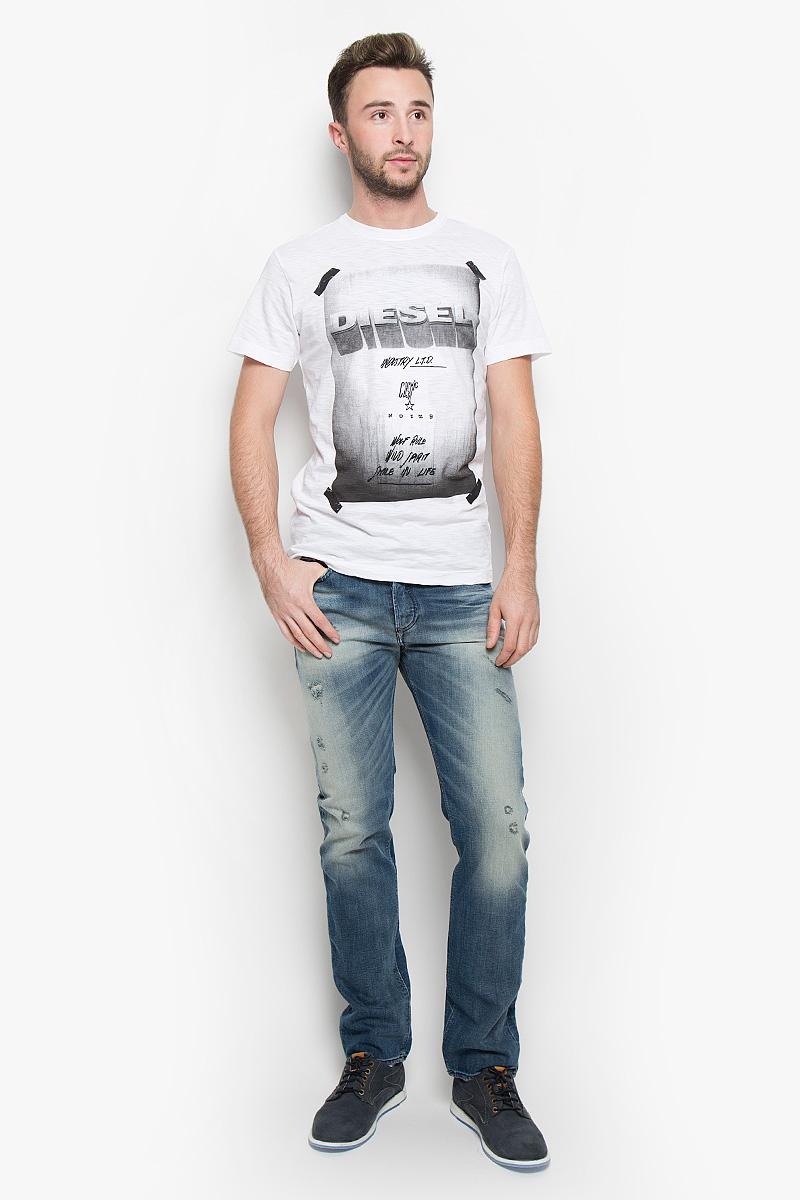 Футболка мужская Diesel, цвет: белый, черный. 00STEB-0TAMJ. Размер XXL (54)00STEB-0TAMJ/100Стильная мужская футболка Diesel выполнена из натурального хлопка. Материал очень мягкий и приятный на ощупь, обладает высокой воздухопроницаемостью и гигроскопичностью, позволяет коже дышать. Модель прямого кроя с круглым вырезом горловины и короткими рукавами. Горловина обработана трикотажной резинкой, которая предотвращает деформацию после стирки и во время носки. Футболка оформлена принтовыми надписями на английском языке.Такая модель подарит вам комфорт в течение всего дня и послужит замечательным дополнением к вашему гардеробу.