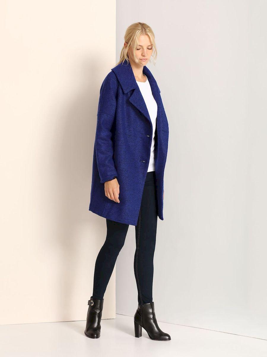 Пальто женское Top Secret, цвет: синий. SPZ0321NI. Размер 36 (42)SPZ0321NIСтильное женское пальто Top Secret выполнено из полиэстера с добавлением акрила.Модель с длинными рукавами-реглан и воротником с лацканами застегивается на пуговицы. Спереди расположены два прорезных кармана.