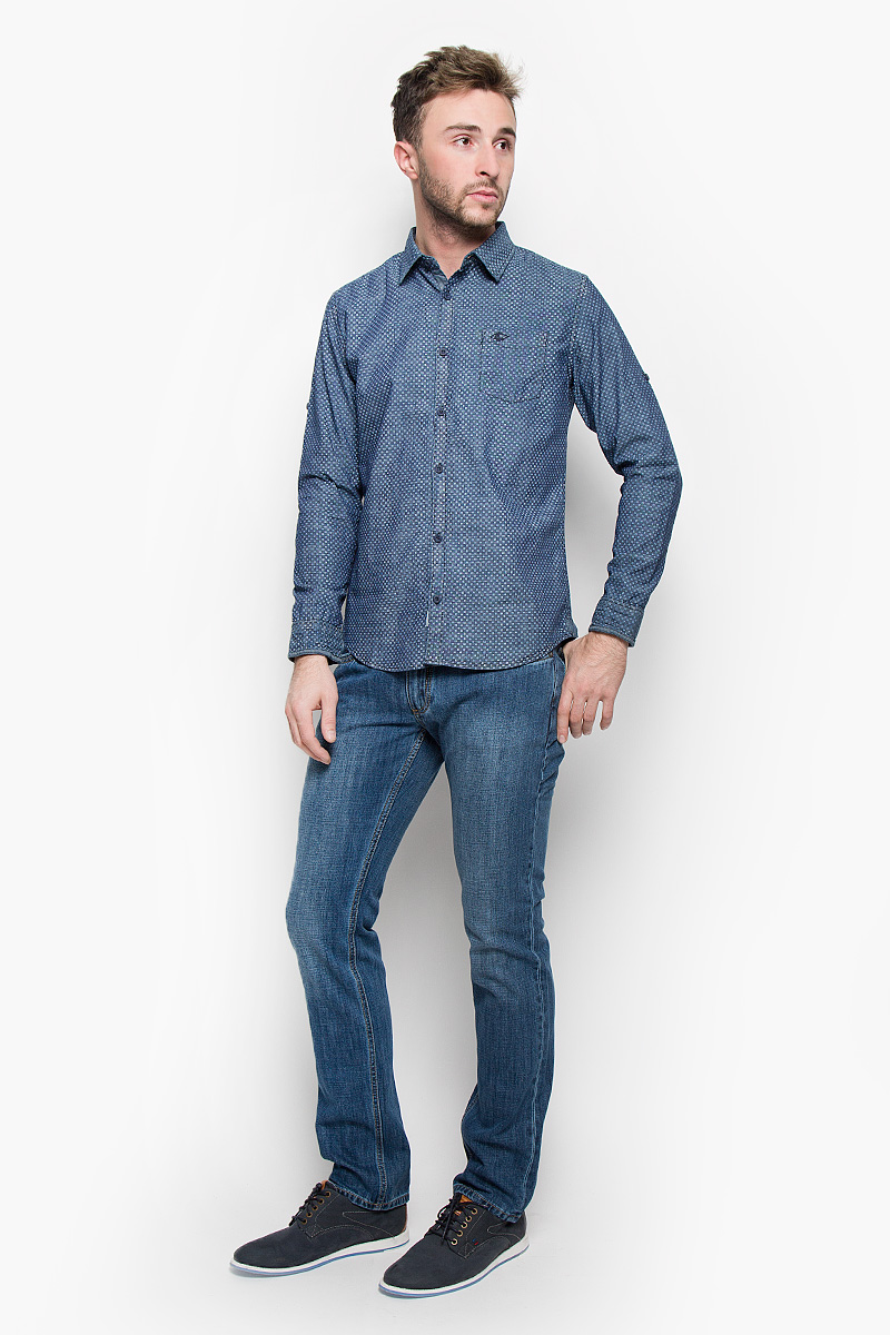 Рубашка мужская Lee Cooper, цвет: темно-синий. DARWIN-5122. Размер L (50)DARWIN-5122/DARKCHAMBRAYМужская рубашка Lee Cooper, выполненная из натурального хлопка, идеально дополнит ваш образ. Материал мягкий и приятный на ощупь, не сковывает движения и позволяет коже дышать.Рубашка классического кроя с длинными рукавами и отложным воротником застегивается на пуговицы по всей длине. Низ рукавов дополнен манжетами на пуговицах. Также длину рукава можно регулировать за счет хлястика на пуговице. На груди модель дополнена накладным карманом.Такая рубашка будет дарить вам комфорт в течение всего дня и станет стильным дополнением к вашему гардеробу.