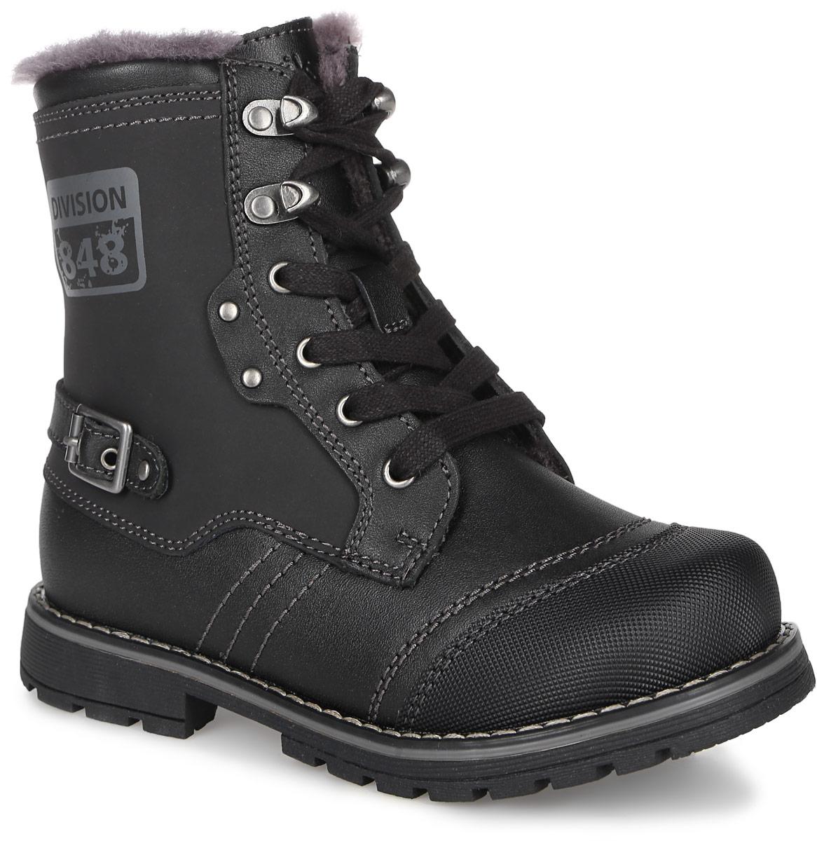 Ботинки для мальчика Kapika, цвет: черный. 63235ш-1. Размер 3363235ш-1Стильные ботинки от Kapika выполнены из натуральной кожи и оформлены декоративной отстрочкой. Изделие застегивается на застежку-молнию и дополнительно имеет шнуровку, что способствует надежной фиксации на ноге. Стелька, изготовленная из натурального овечьего шерстяного меха, отлично сохраняет тепло и надежно защищает от холода, а также создаёт условия для удобного и долговечного использования. Рельефная подошва, выполненная из материала ТЭП, обеспечивает сцепление с любой поверхностью. Материал ТЭП не пропускает и не впитывает воду.