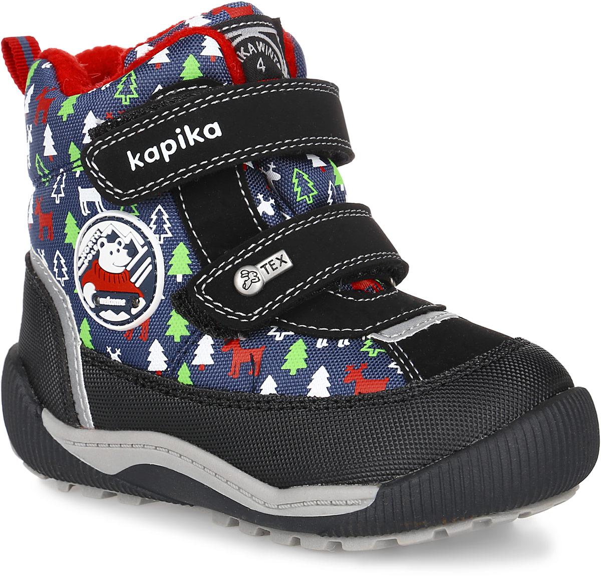 Ботинки для мальчика Kapika, цвет: темно-синий, черный. 41152-2. Размер 2341152-2Стильные ботинки от Kapika заинтересуют вашего мальчика с первого взгляда. Модель, выполненная из искусственной кожи и текстиля, сбоку оформлена оригинальным принтом и фирменными нашивками. Мембранный слой защитит ножки вашего ребенка от намокания и обеспечит высокую воздухопроницаемость. Изделие на застежках-липучках, что способствует надежной фиксации на ноге. Задник оснащен ярлычком для облегчения надевания. Стелька, изготовленная на 80% из натурального овечьего шерстяного меха, отлично сохраняет тепло и надежно защищает от холода, а также создаёт условия для удобного и долговечного использования. Рельефная подошва, выполненная из материала ТЭП, обеспечивает сцепление с любой поверхностью. Материал ТЭП не пропускает и не впитывает воду. При ходьбе сбоку на нашивке мигают огоньки. Чудесные ботинки займут достойное место в гардеробе вашего ребенка.
