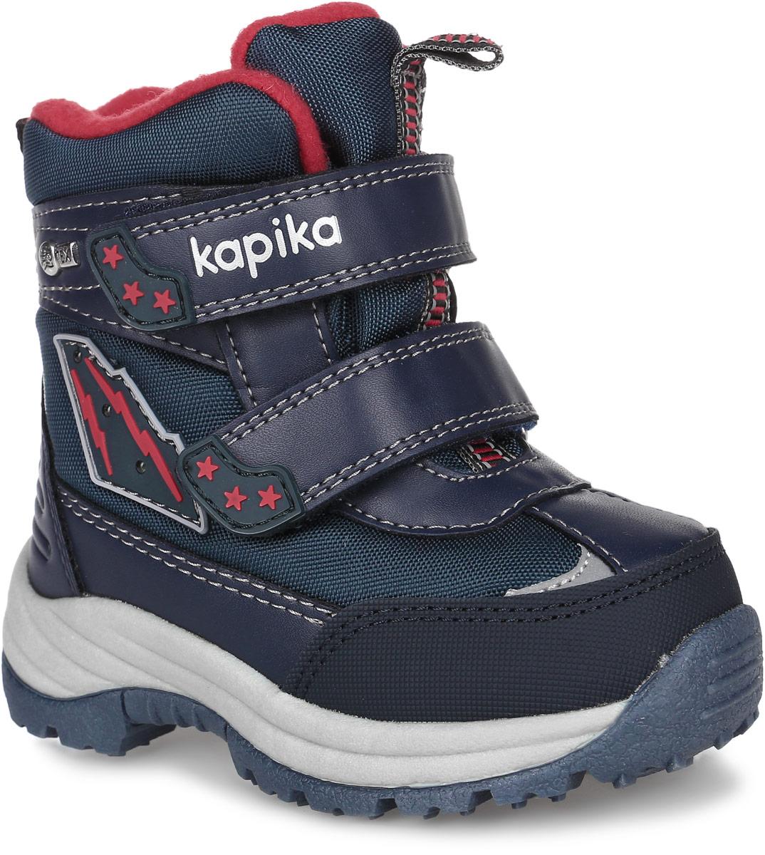 Ботинки для мальчика Kapika, цвет: темно-синий, красный. 41156-1. Размер 2341156-1Стильные ботинки от Kapika заинтересуют вашего мальчика с первого взгляда. Модель, выполненная из искусственной кожи и текстиля, оформлена фирменными нашивками. Мембранный слой защитит ножки вашего ребенка от намокания и обеспечит высокую воздухопроницаемость. Изделие на застежках-липучках, что способствует надежной фиксации на ноге. Задник оснащен ярлычком для облегчения надевания. Стелька, изготовленная на 80% из натурального овечьего шерстяного меха, отлично сохраняет тепло и надежно защищает от холода, а также создаёт условия для удобного и долговечного использования. Рельефная подошва, выполненная из материала ТЭП, обеспечивает сцепление с любой поверхностью. Материал ТЭП не пропускает и не впитывает воду.При ходьбе сбоку на нашивке мигают огоньки. Чудесные ботинки займут достойное место в гардеробе вашего ребенка.