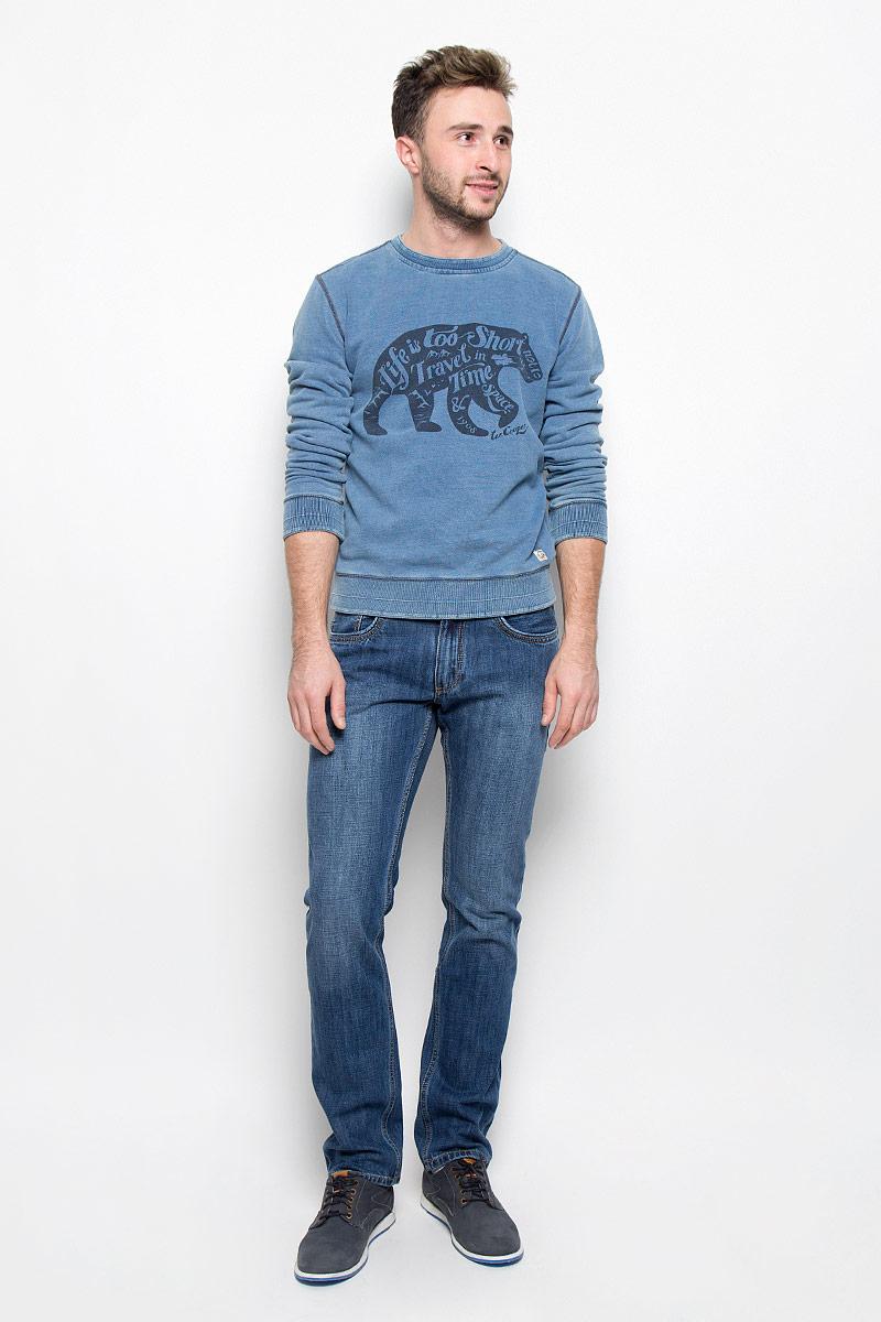 Джинсы мужские Lee Cooper Iconic Arthur, цвет: темно-синий. M10075-0201. Размер 29-34 (44-34)M10075-0201/WN14Стильные мужские джинсы Lee Cooper Arthur из коллекции Iconic - джинсы высочайшего качества, которые прекрасно сидят.Модель прямого кроя и средней посадки изготовлена из натурального хлопка. Застегиваются джинсы на пуговицу в поясе и ширинку на молнии, также имеются шлевки для ремня. Спереди модель дополнена двумя втачными карманами и одним небольшим накладным кармашком, а сзади - двумя накладными карманами. Оформлено изделие контрастной прострочкой и металлическими клепками с названием бренда.Эти модные и в то же время удобные джинсы помогут вам создать оригинальный современный образ. В них вы всегда будете чувствовать себя уверенно и комфортно.