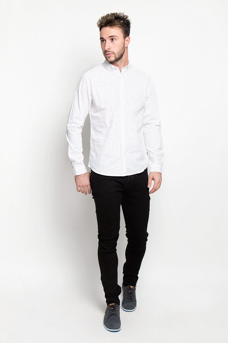 Джинсы мужские Only & Sons, цвет: черный. 22004029. Размер 33-34 (48-34)22004029_BlackМодные мужские джинсы Only & Sons - джинсы высочайшего качества на каждый день, которые прекрасно сидят.Модель прямого кроя и стандартной посадки изготовлена из эластичного хлопка. Застегиваются джинсы на пуговицы, также имеются шлевки для ремня.Спереди модель дополнена двумя втачными карманами и одним небольшим накладным кармашком, а сзади - двумя накладными карманами. Оформлено изделие металлическими клепками с логотипом бренда и фирменной нашивкой на поясе.Эти стильные и в то же время комфортные джинсы послужат отличным дополнением к вашему гардеробу. В них вы всегда будете чувствовать себя уютно и комфортно.