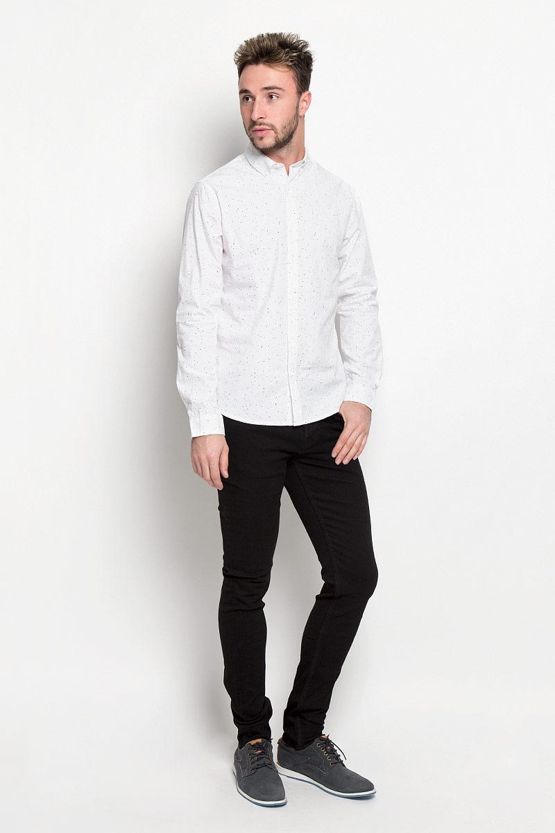 Рубашка мужская Only & Sons, цвет: белый. 22004463. Размер L (48)22004463_WhiteСтильная мужская рубашка Only & Sons, выполненная из натурального хлопка, подчеркнет ваш уникальный стиль и поможет создать оригинальный образ. Такой материал великолепно пропускает воздух, а также обладает высокой гигроскопичностью. Рубашка slim fit с длинными рукавами и отложным воротником застегивается на пуговицы спереди. Манжеты рукавов также застегиваются на пуговицы. Рубашка оформлена принтом в виде мелких пятнышек. Классическая рубашка - превосходный вариант для базового мужского гардероба и отличное решение на каждый день.Такая рубашка будет дарить вам комфорт в течение всего дня и послужит замечательным дополнением к вашему гардеробу.