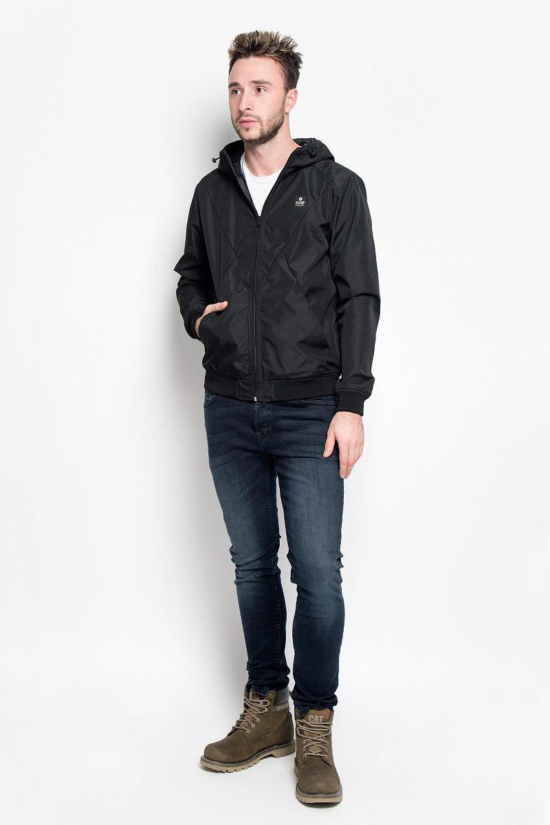Куртка мужская Jack & Jones, цвет: черный. 12109180. Размер XXL (52)12109180_BlackСтильная мужская куртка Jack & Jones, выполненная из высококачественногоматериала, согреет вас в прохладную погоду. Изделие застегивается назастежку-молнию. Куртка с пришивным капюшоном, который регулируется по объему за счетшнурка. Модель дополнена двумя внешними прорезными карманами, которые закрываются на кнопки. Манжеты и низ изделия выполнены на эластичных резинках. Спереди куртка дополнена нашивкой с названием бренда. Модная фактура ткани, отличное качество, великолепный дизайн.