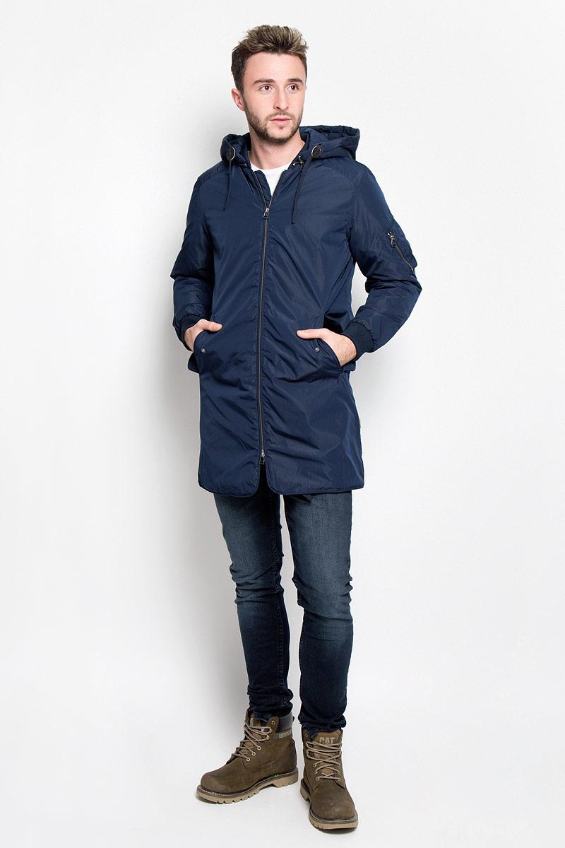 Парка мужская Jack & Jones, цвет: темно-синий. 12109437. Размер XL (50)12109437_Navy BlazerСтильная мужская куртка-парка Jack & Jones подходит для холодной осени и зимы.Модель со съемным капюшоном, воротником-стойкой и длинными рукавами застегивается на металлическую застежку-молнию и дополнительно имеет внутреннюю ветрозащитную планку, капюшон завязывается на шнурки и пристегивается к парке с помощью металлической змейки. Спереди модель дополнена двумя втачными карманами с защитными планками на кнопках. Левый рукав дополнен нашивным карманом на молнии. С изнаночной стороны имеется накладной карман на липучке. Манжеты изделия и воротник дополнены эластичной резинкой.Эта теплая истильная парка послужит отличным дополнением к вашему гардеробу!
